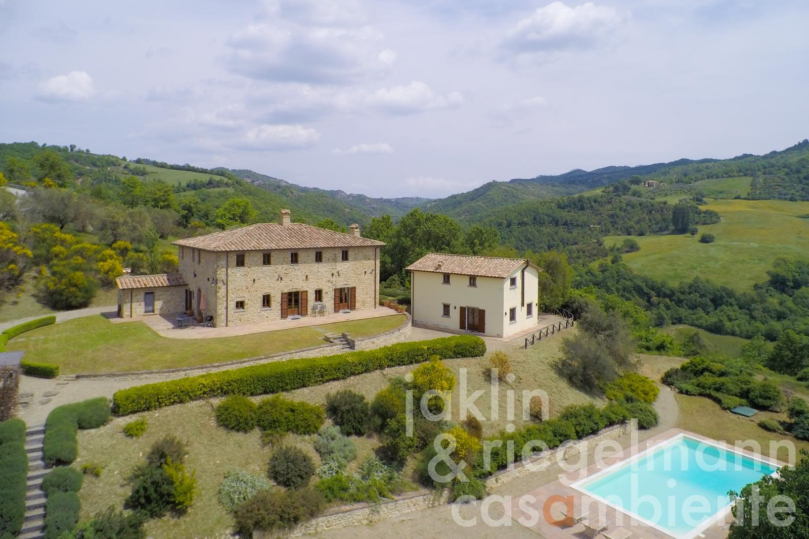 The magnificent house of natural stone for sale with outbuildings and pool in dominant panoramic position in Umbria