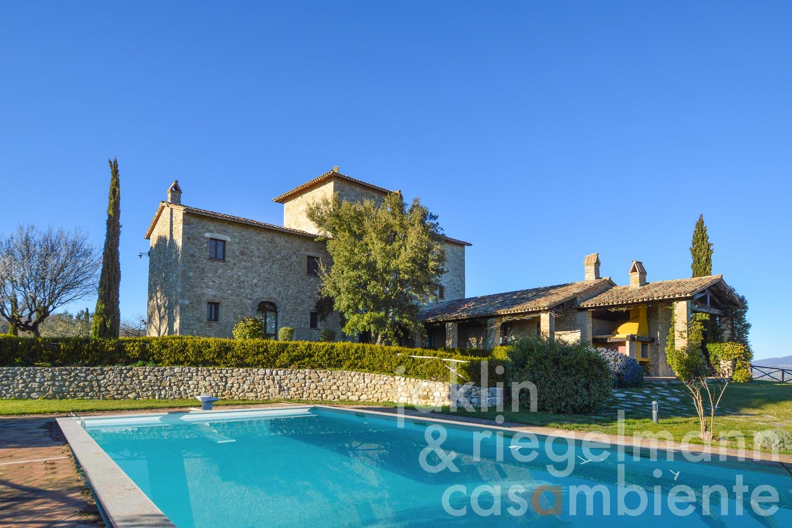 The beautifully renovated 14th century Tenuta with 360° view near Todi in Umbria