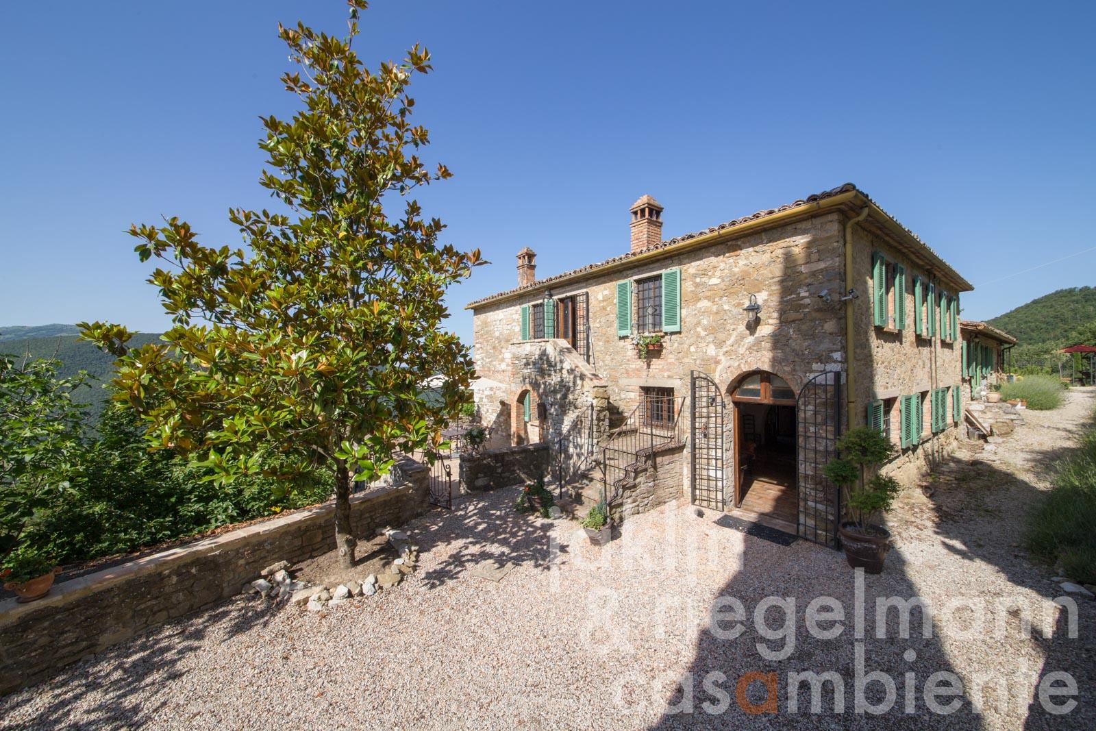 The Umbrian country estate for sale with annexe, garden and pool in a panoramic south facing location