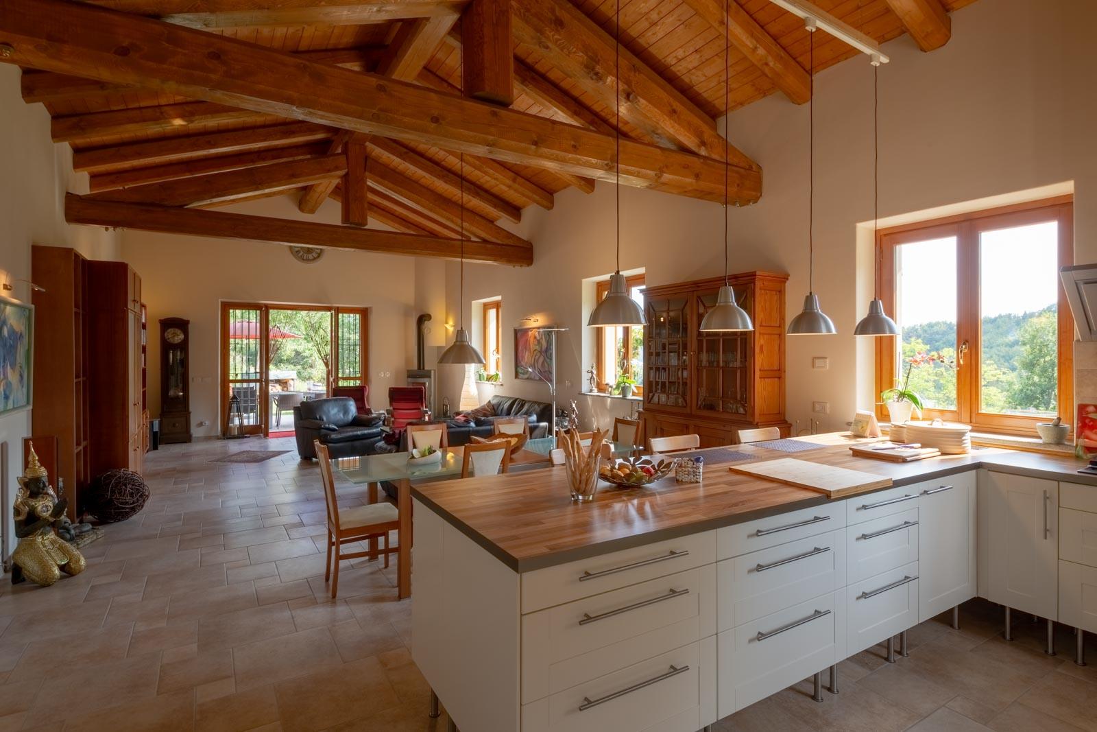 Casa di nuova costruzione in vendita in posizione tranquilla a sud di Alba nelle Langhe