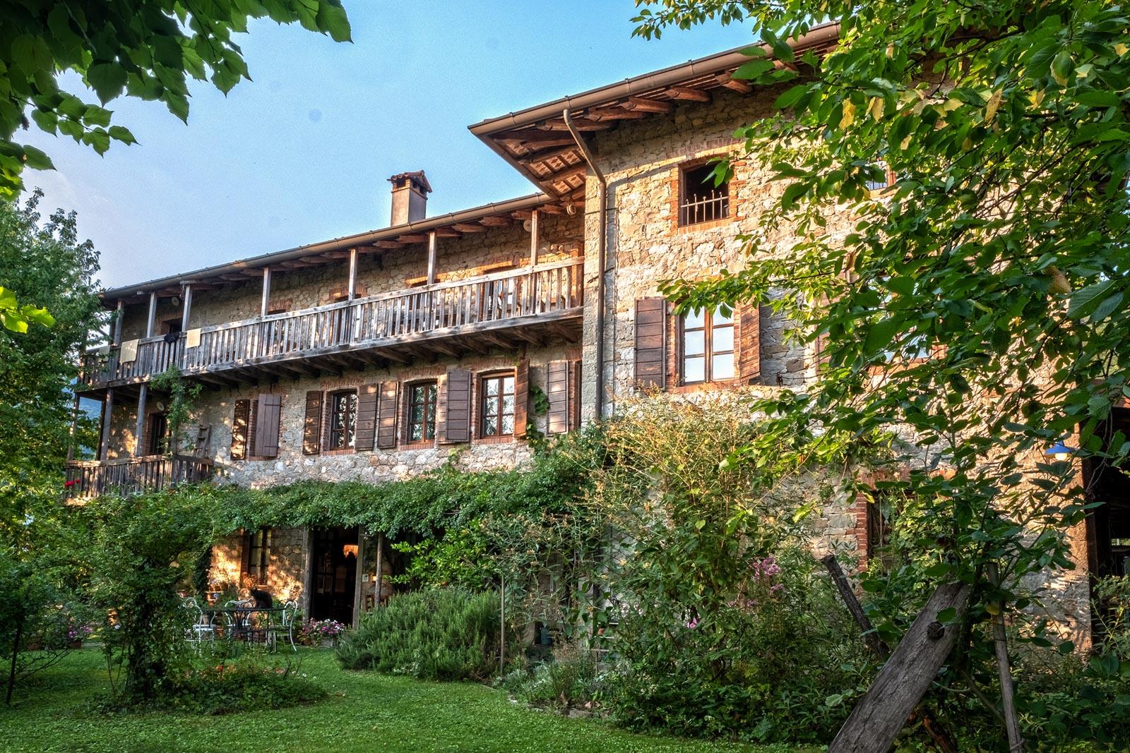 Bellissimo casale storico in Friuli con agriturismo e produzione di vini biologici