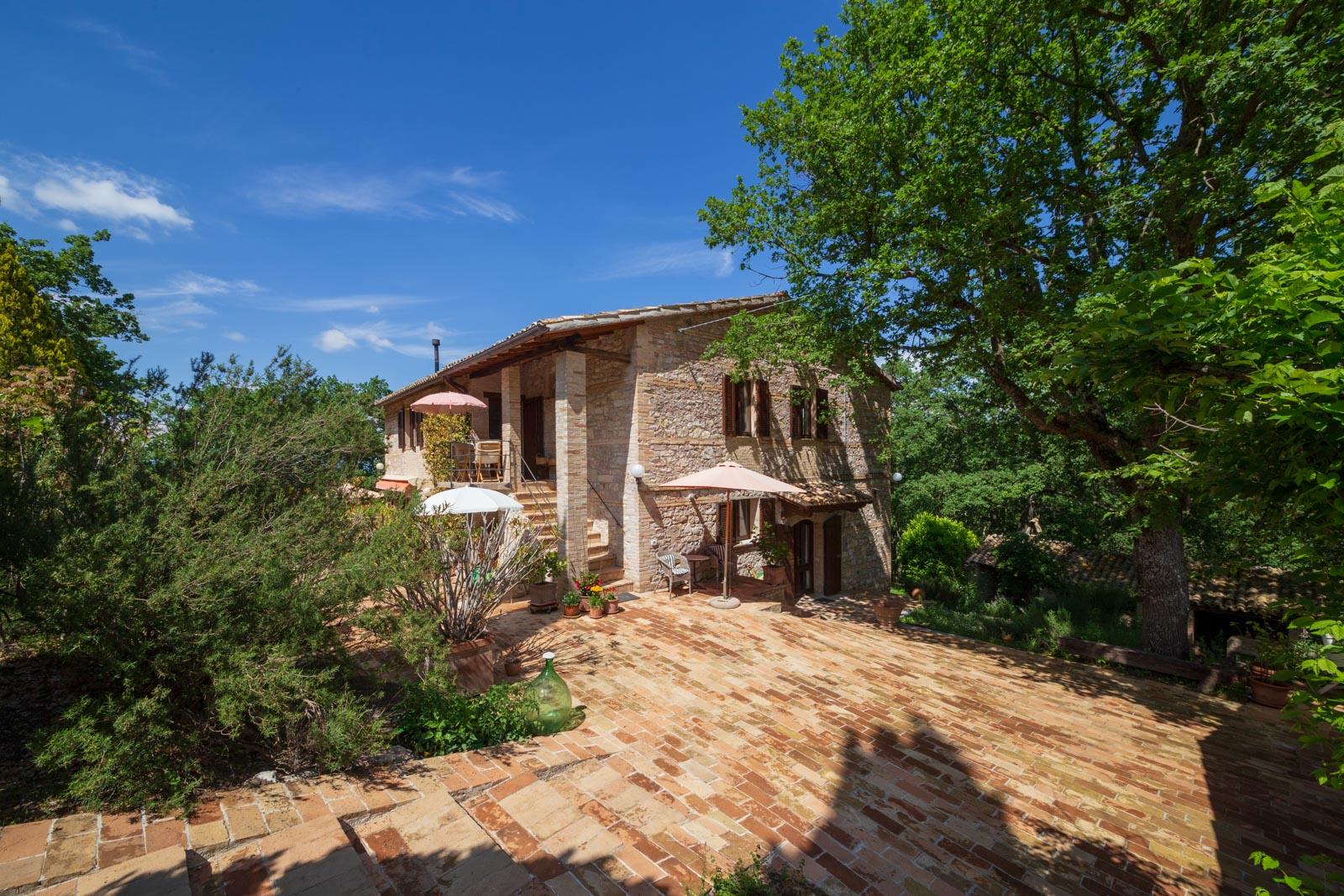 Umbrisches Landhaus in ruhiger Panoramalage zwischen Montefalco und Spoleto
