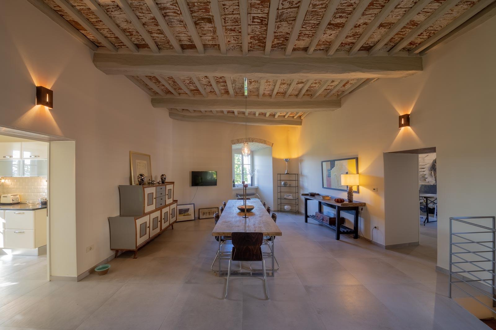 Architettura moderna in un palazzo trecentesco tra Perugia e Orvieto
