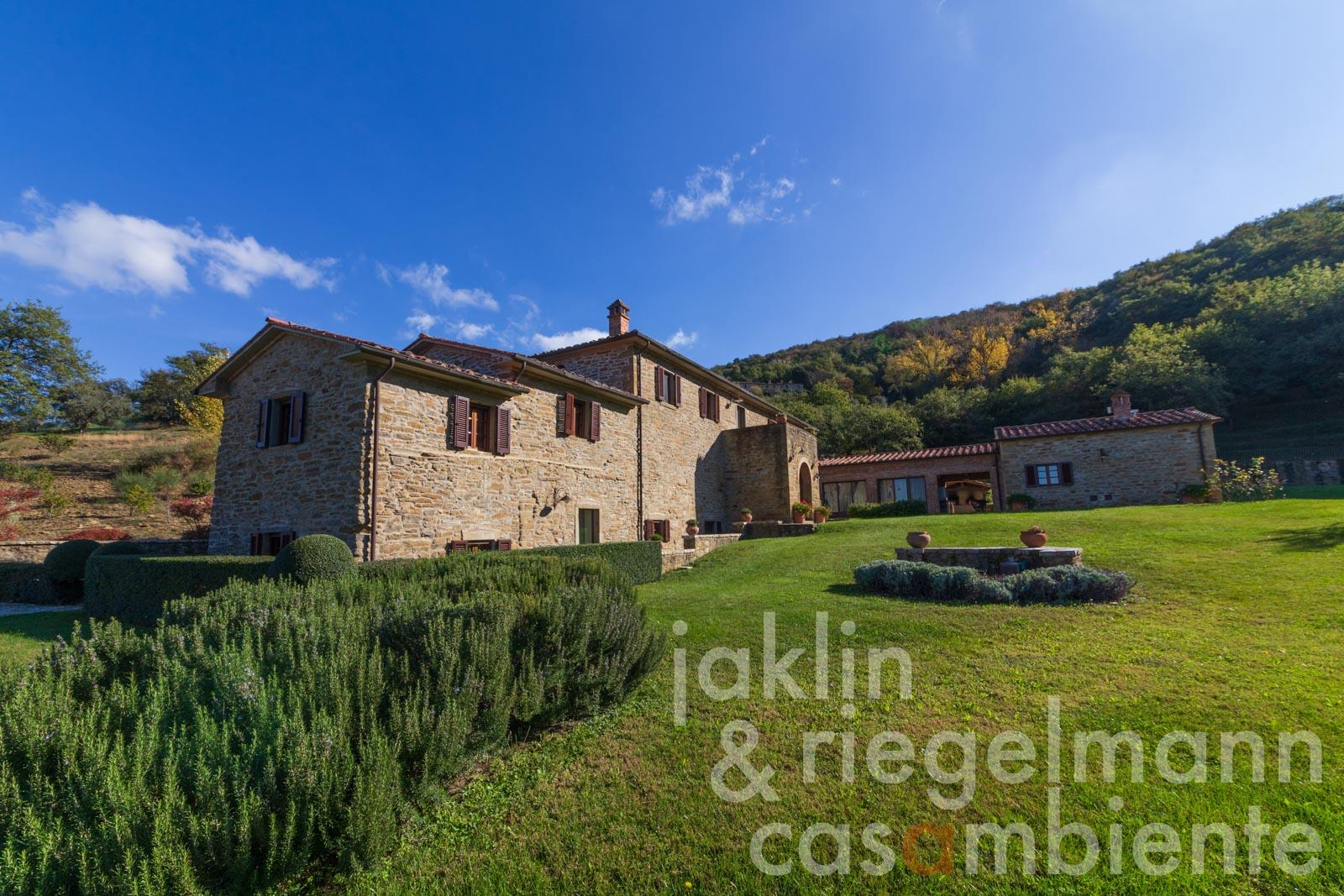 Country house with panoramic pool, 6 bedrooms and view of Cortona