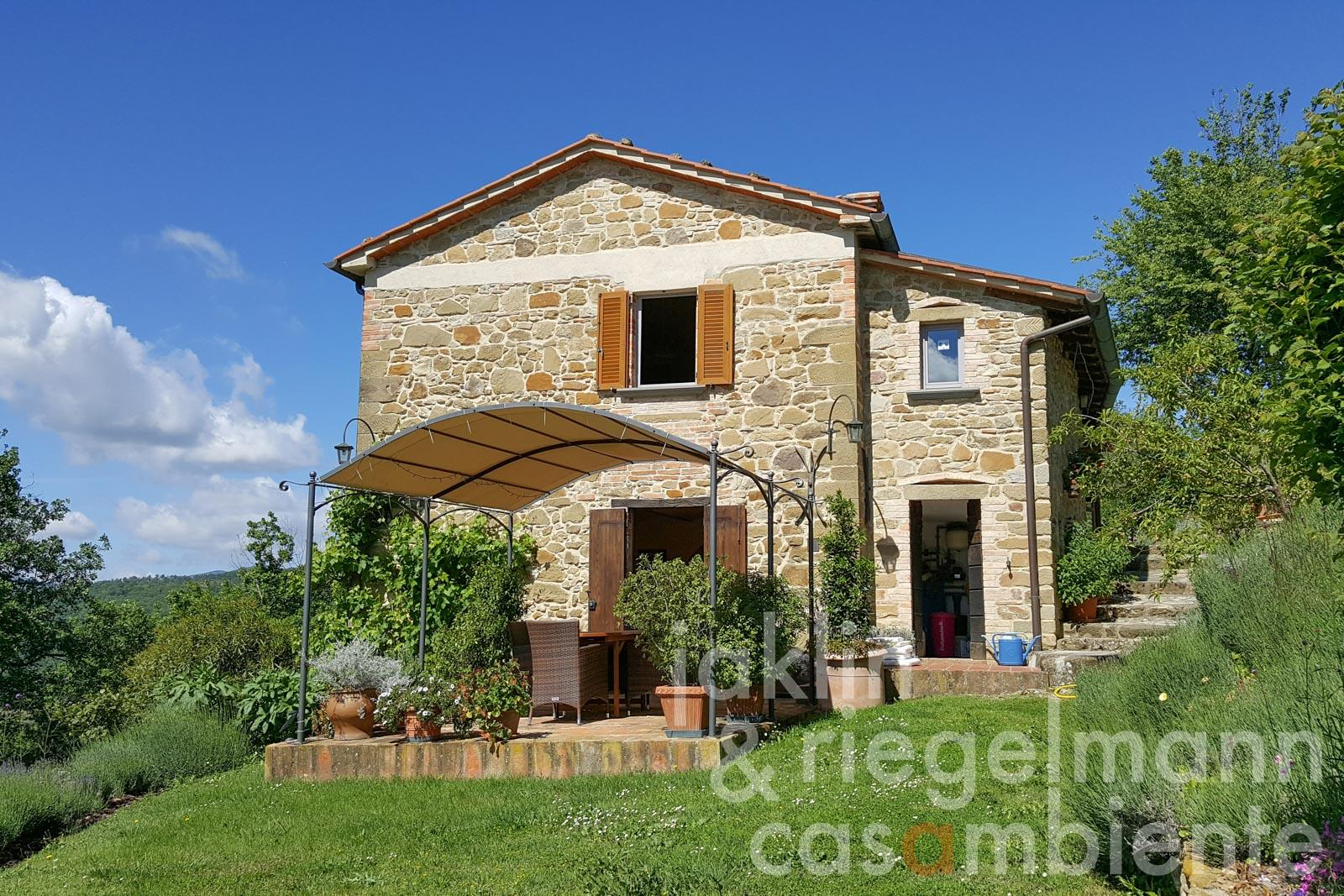 Stone-built farmhouse for sale with guest house, solar heated pool and lush gardens in Umbria
