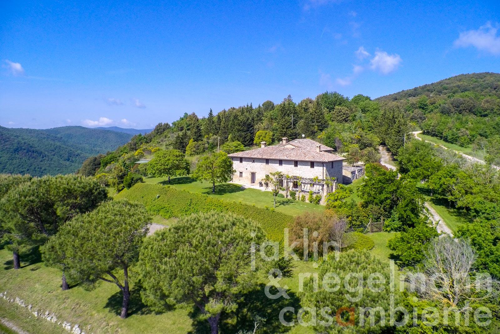 Large restored farmhouse of natural stone with pool and land in Umbria