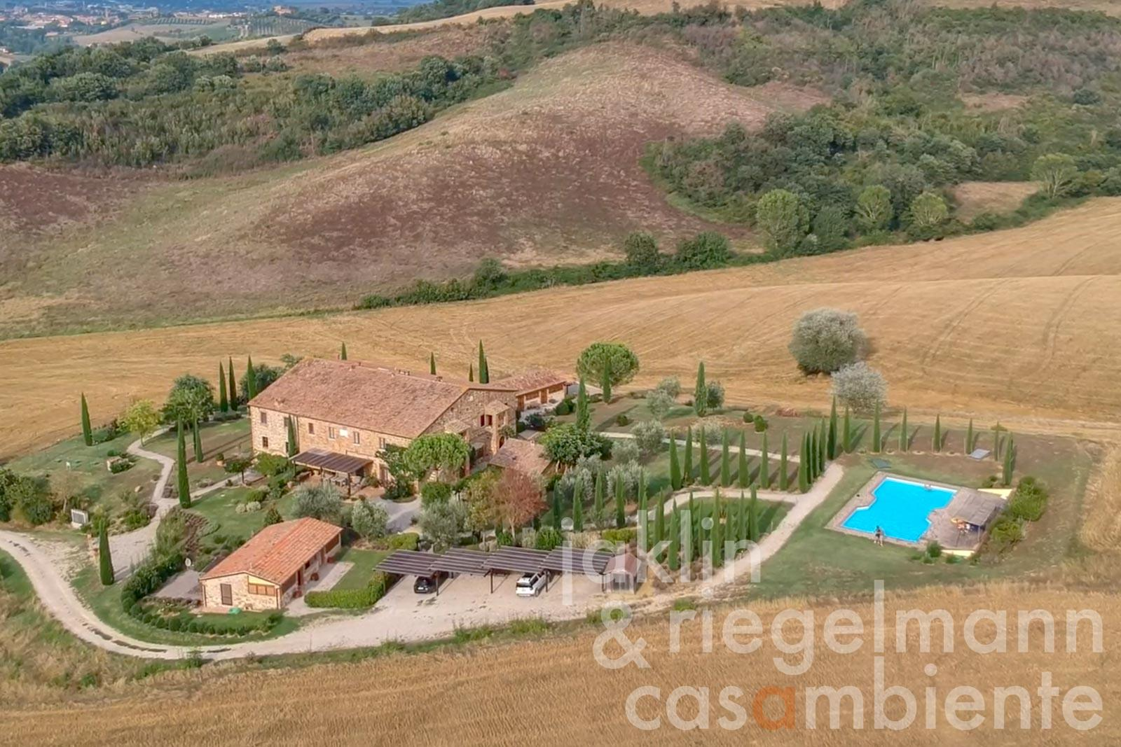Two independent restored apartments with pool near Montepulciano in Tuscany
