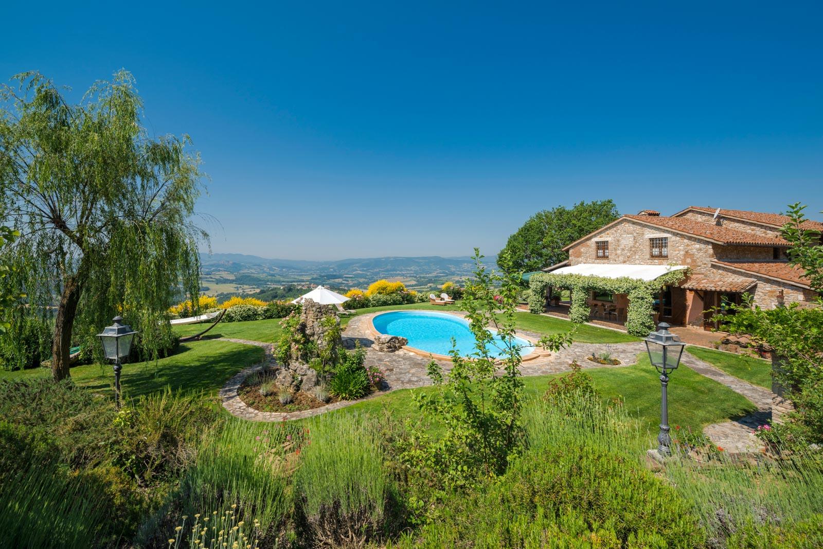 Splendida villa italiana con piscina e vista panoramica spettacolare su Todi