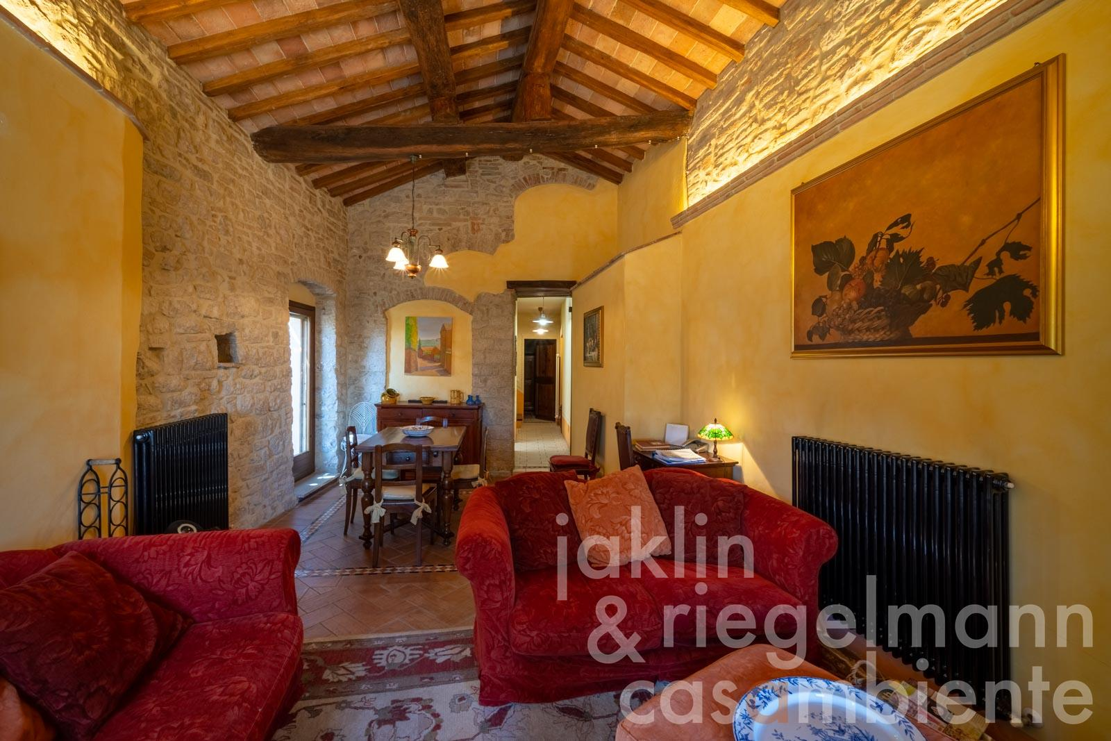 Charming town house for sale in Todi at a two minutes' walk from Piazza del Popolo