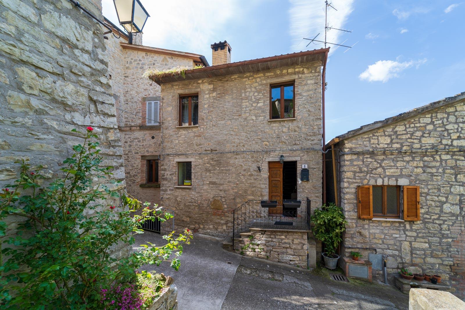 Deliziosa casa cielo-terra con terrazza panoramica situata in un grazioso paesino tra Marsciano e Orvieto