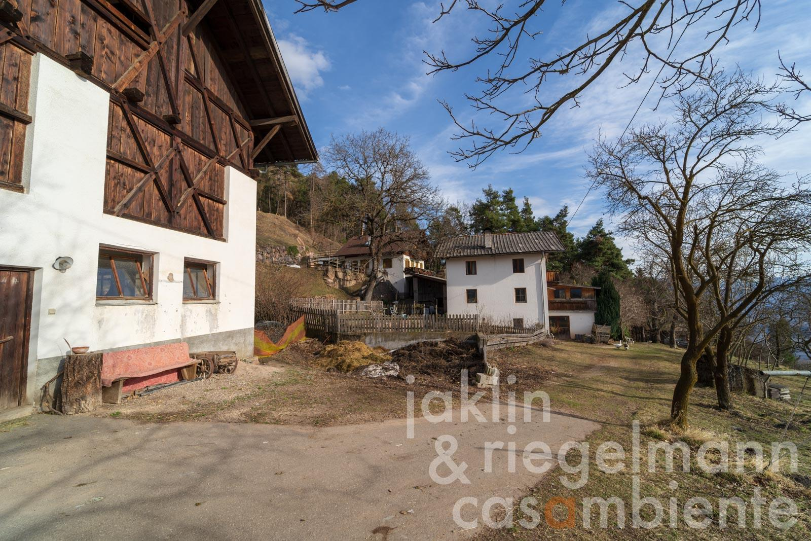 Entailed farm estate in a sunny position between Merano and Bolzano in South Tyrol