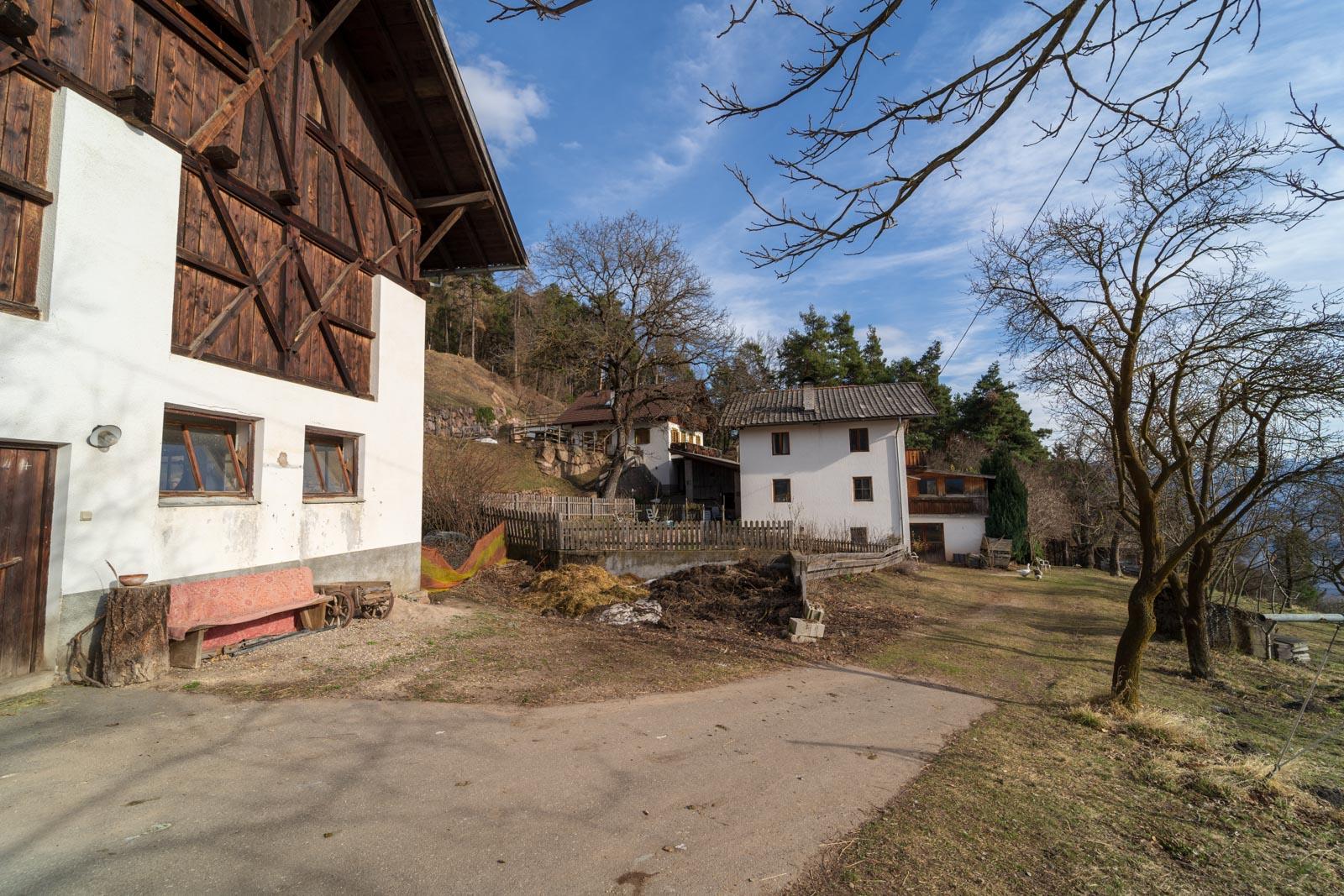 Maso chiuso in posizione soleggiata tra Merano e Bolzano in Alto Adige