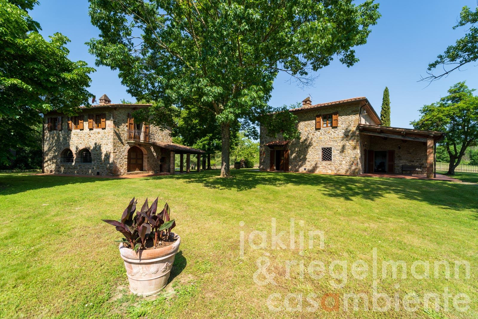 Quietly located restored natural stone property with large garden near Arezzo in Tuscany