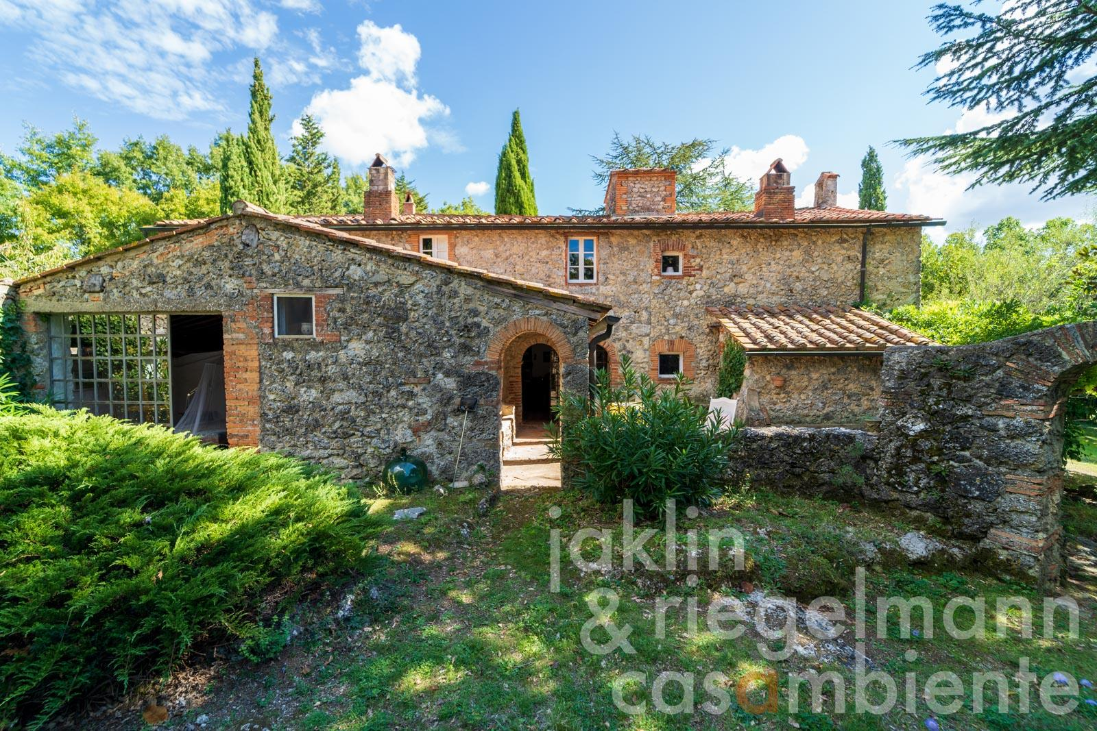 Country house with painter's studio in idyllic location near Massa Marittima