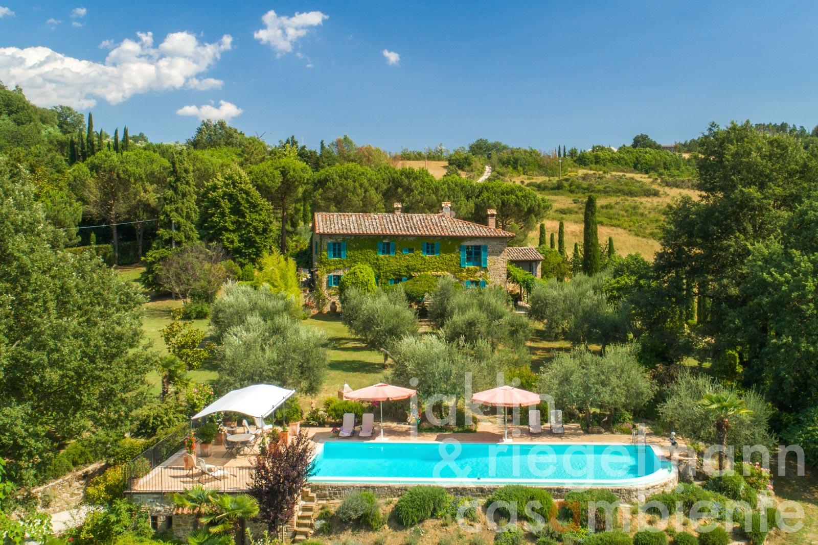 Cosy country house with pool in the green hills of northern Umbria