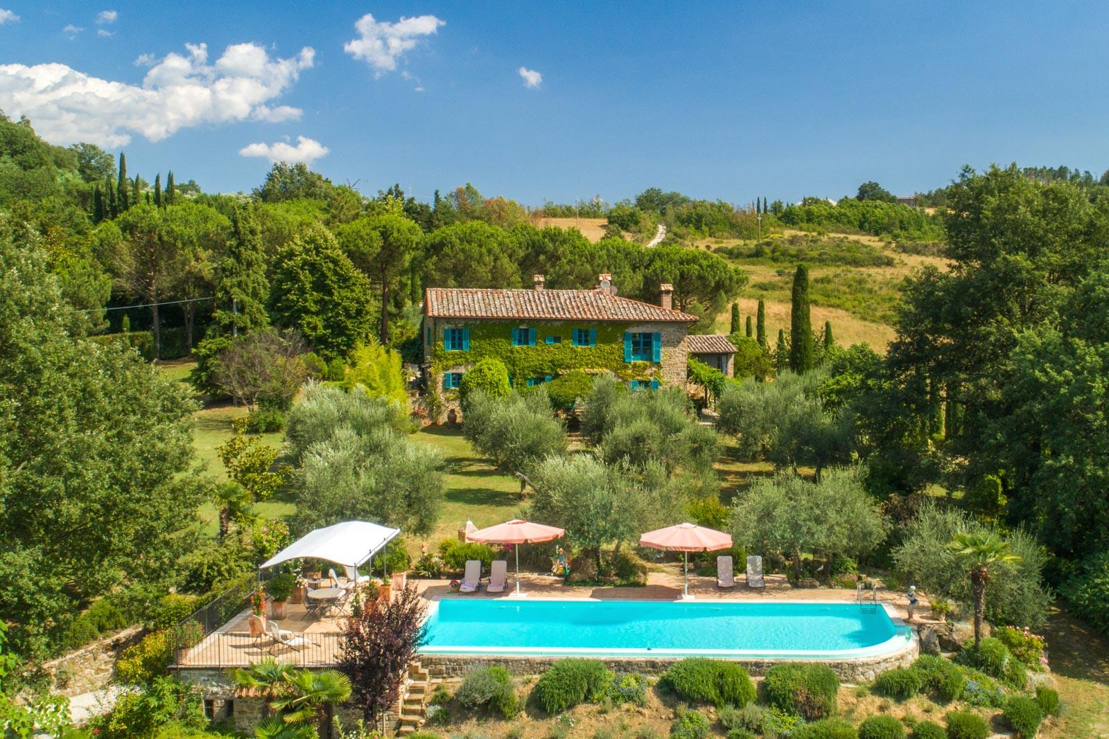 Accogliente casale con piscina tra le verdi colline dell'Umbria settentrionale
