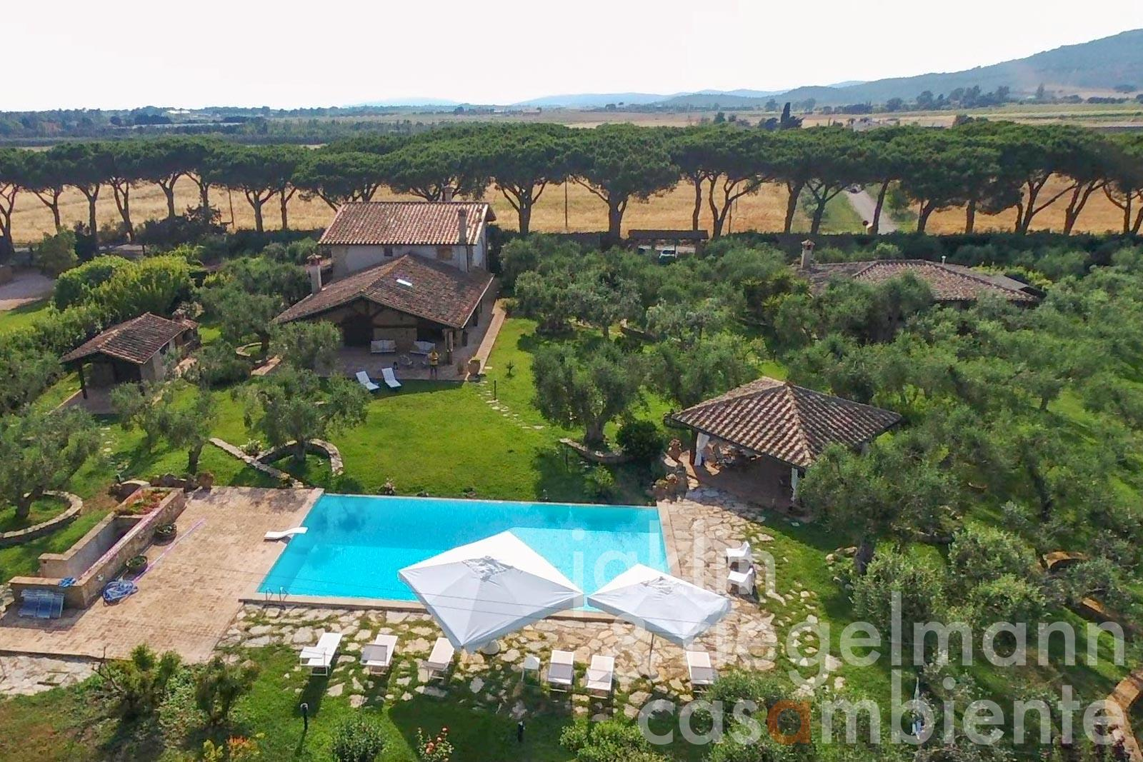 Tuscany mansion with annex and pool 1,5 km from the sea near Capalbio