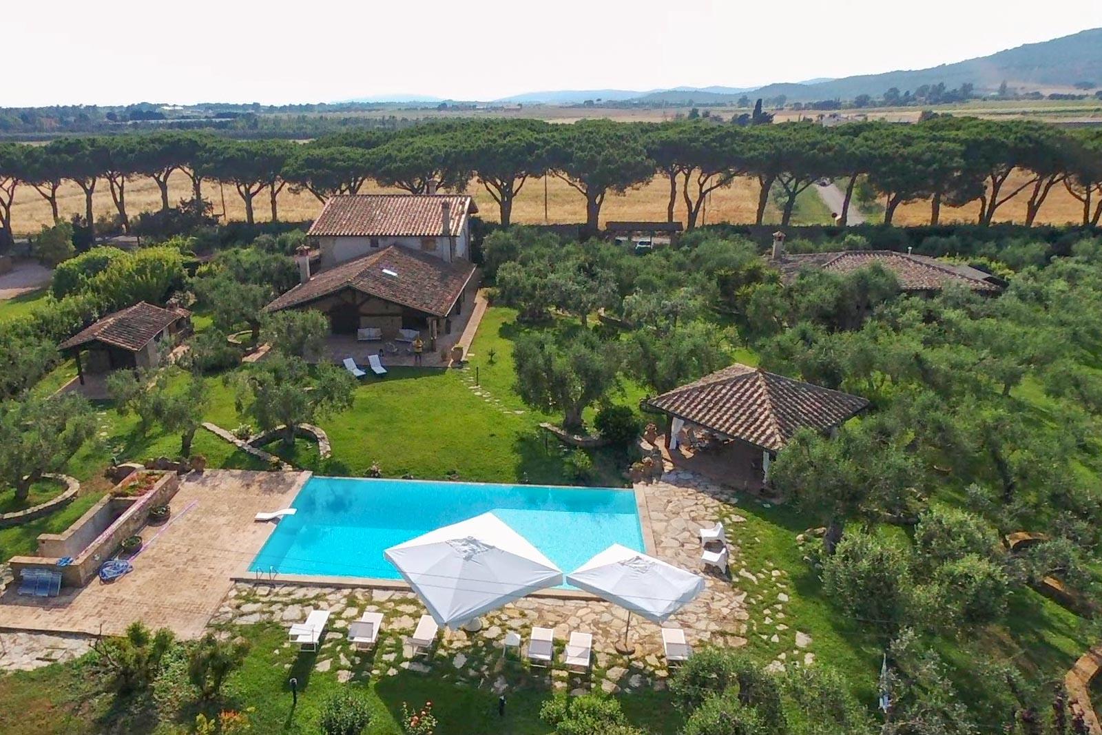 Villa patrimoniale con annesso e piscina a 1,5 km dal mare vicino a Capalbio