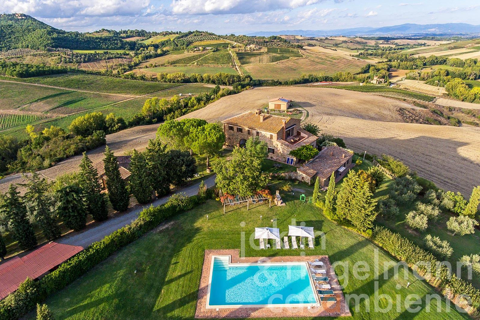 Beautiful Tuscan country estate for sale with panoramic pool in the Val d'Orcia region