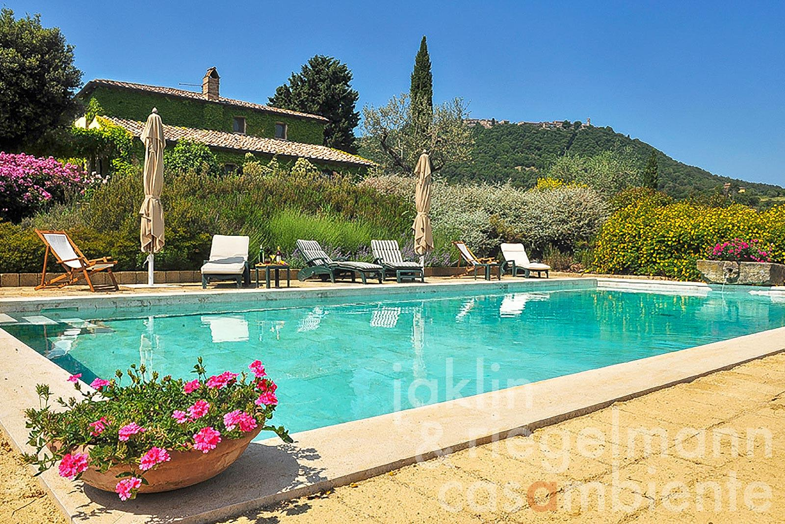 Enchanting country house with dependence, garage and pool near Pienza in Tuscany