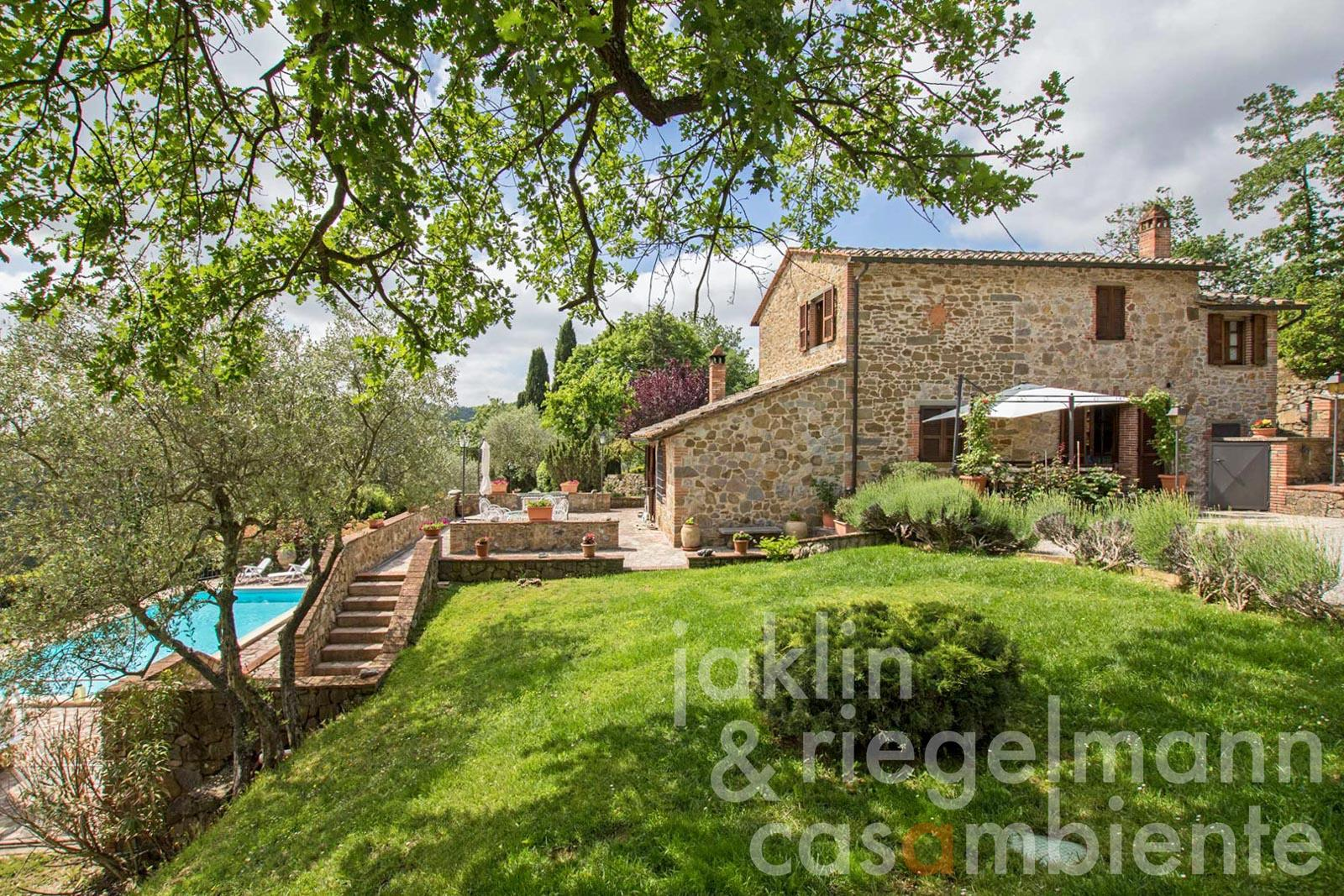 Restored country house with swimming pool and olive grove near Sinalunga in Tuscany