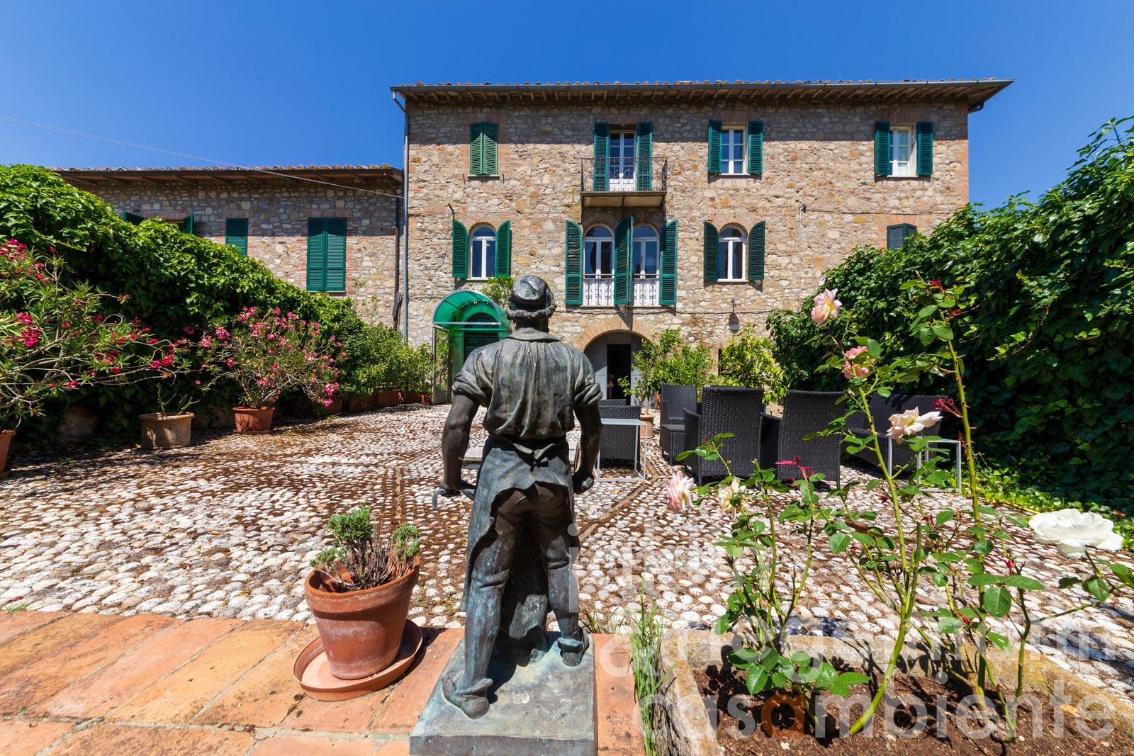 Semi-detached ancient town house with mature gardens and garage near Todi in Umbria