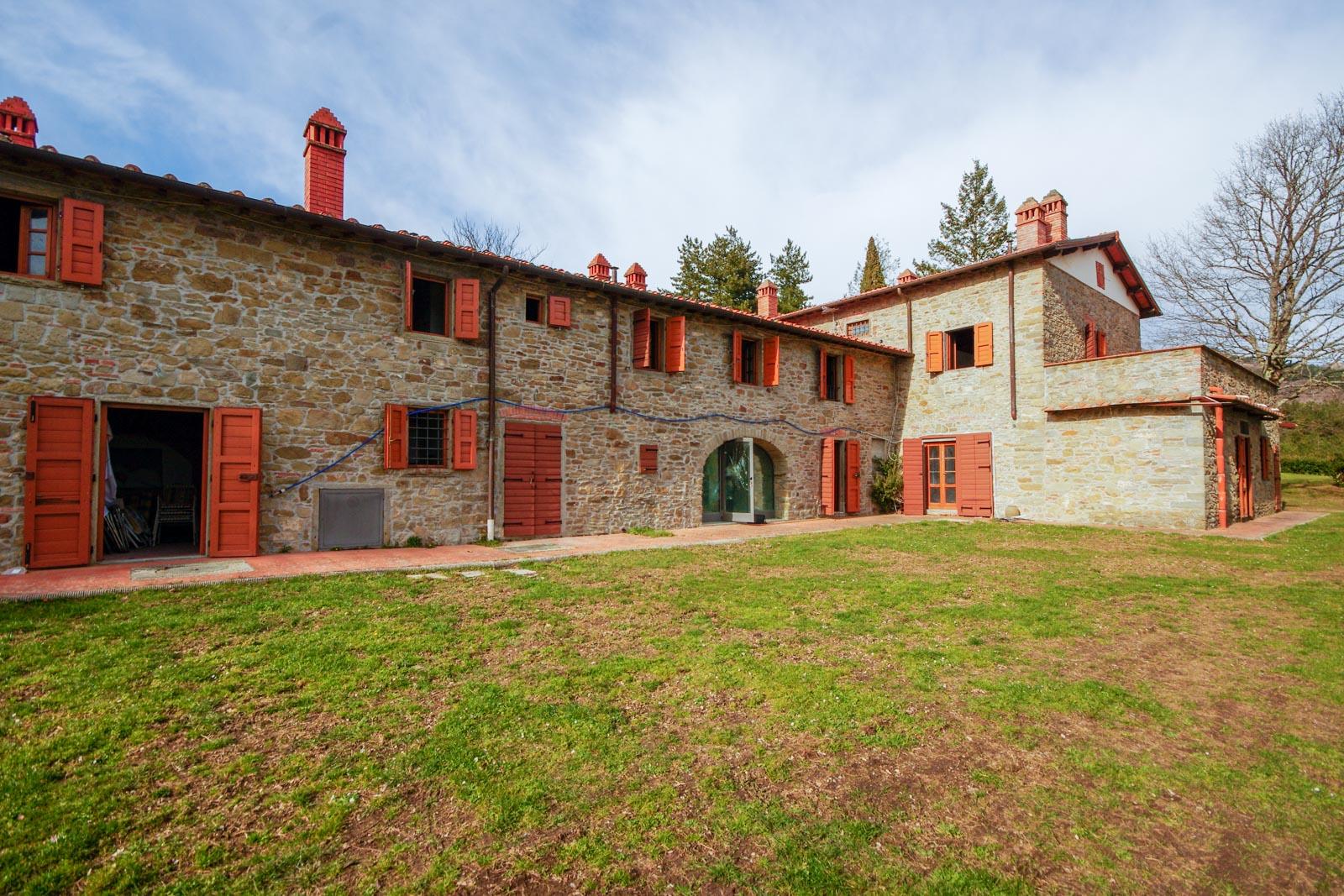 Landhaus mit 40 ha Land in luftiger Höhe im Val d'Arno