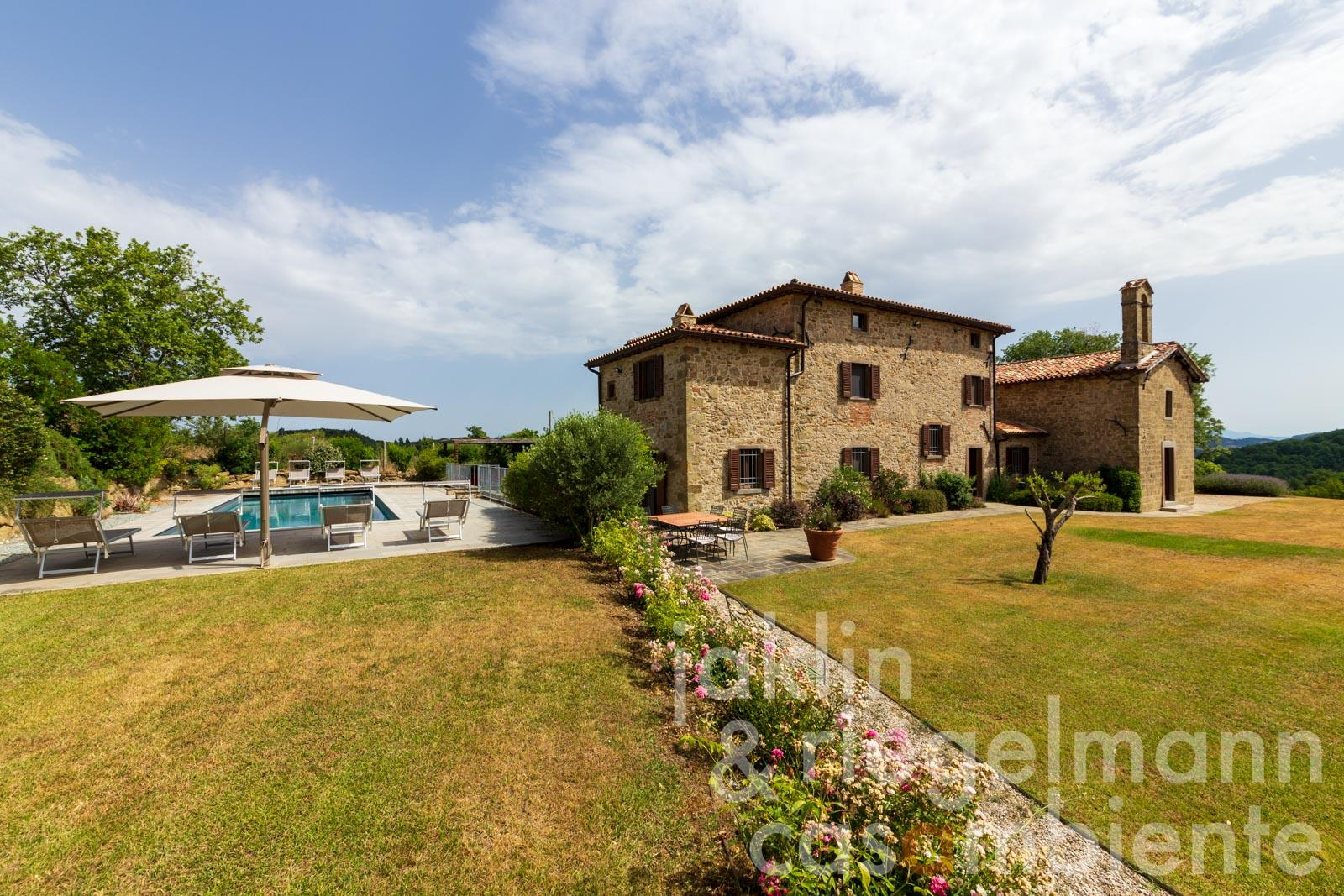 Restored church with sacristy, stone house and pool for sale in a splendid position in northern Umbria