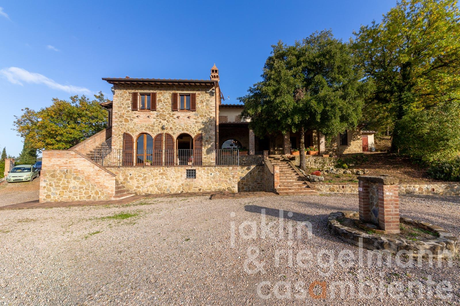 Beautiful stone country house with pool and spectacular views up until Lake Trasimeno