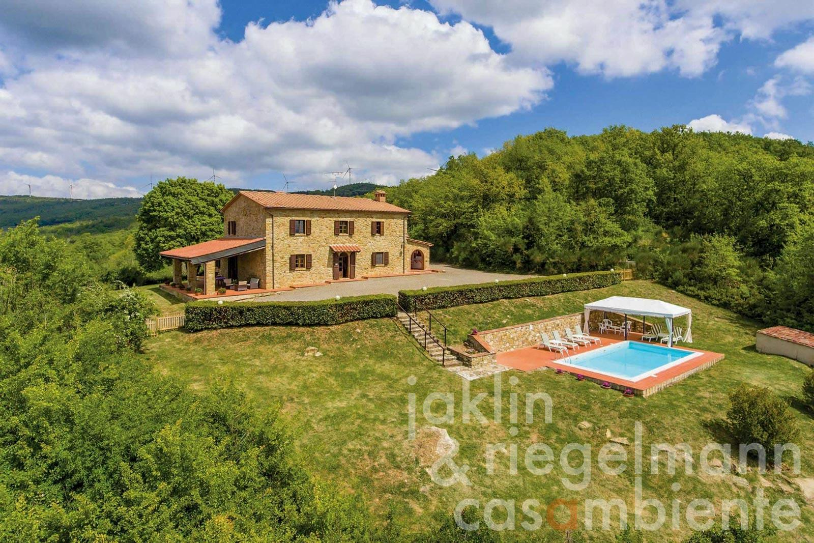 Country house in Tuscany 30 km from the sea with pool and sea view