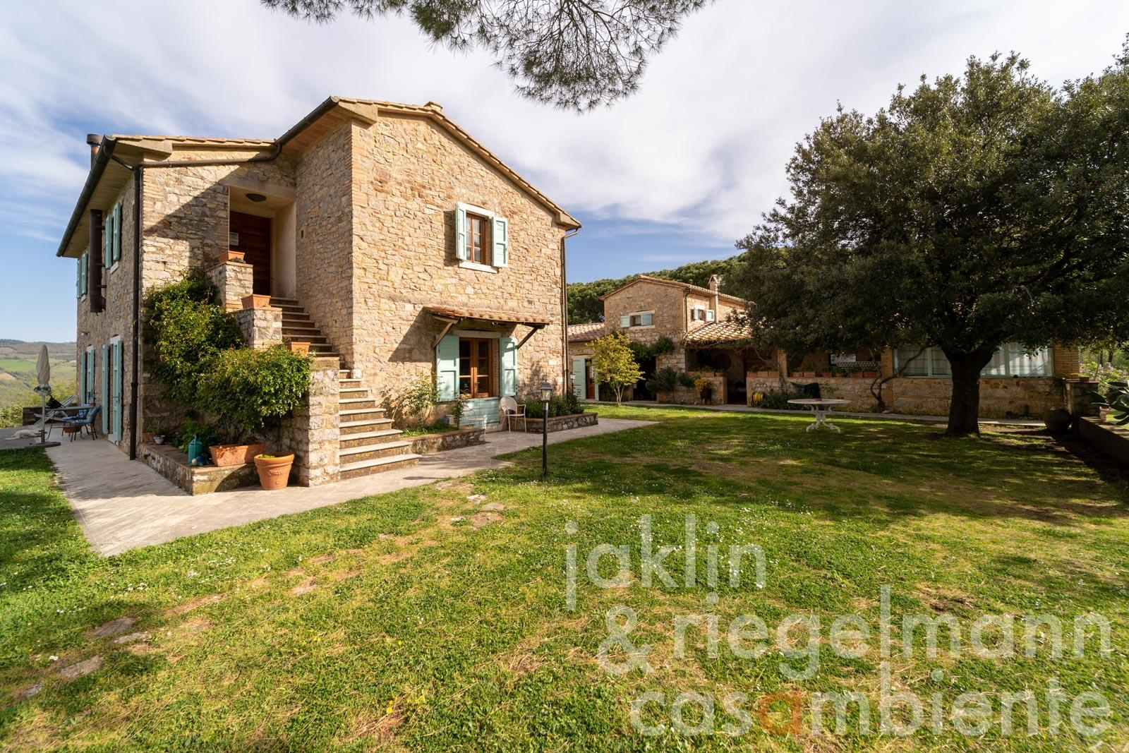 Country estate in the Maremma Alta with 45 ha of land and view to the sea
