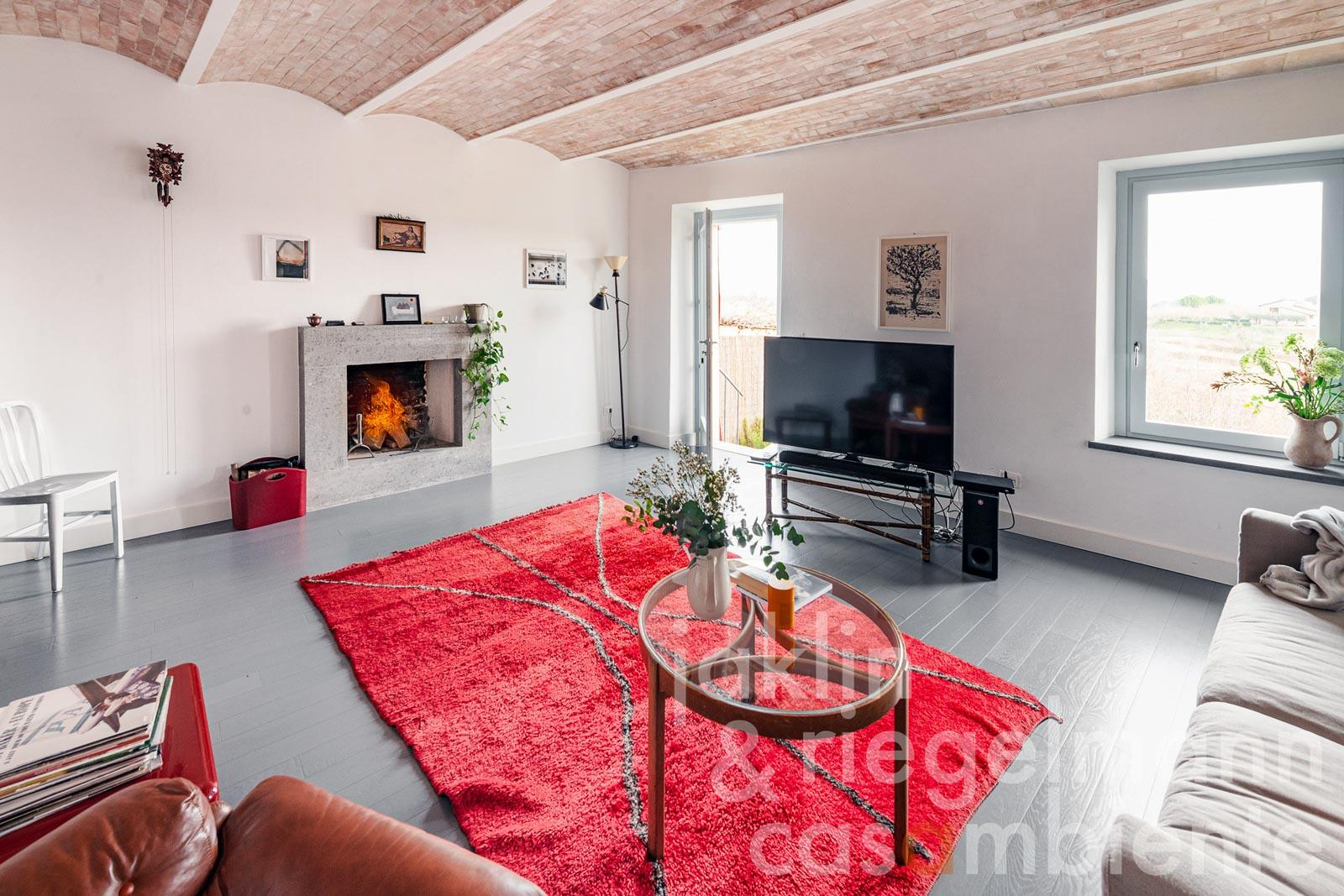 Stunning town house with private garden south of Lake Trasimeno in Umbria