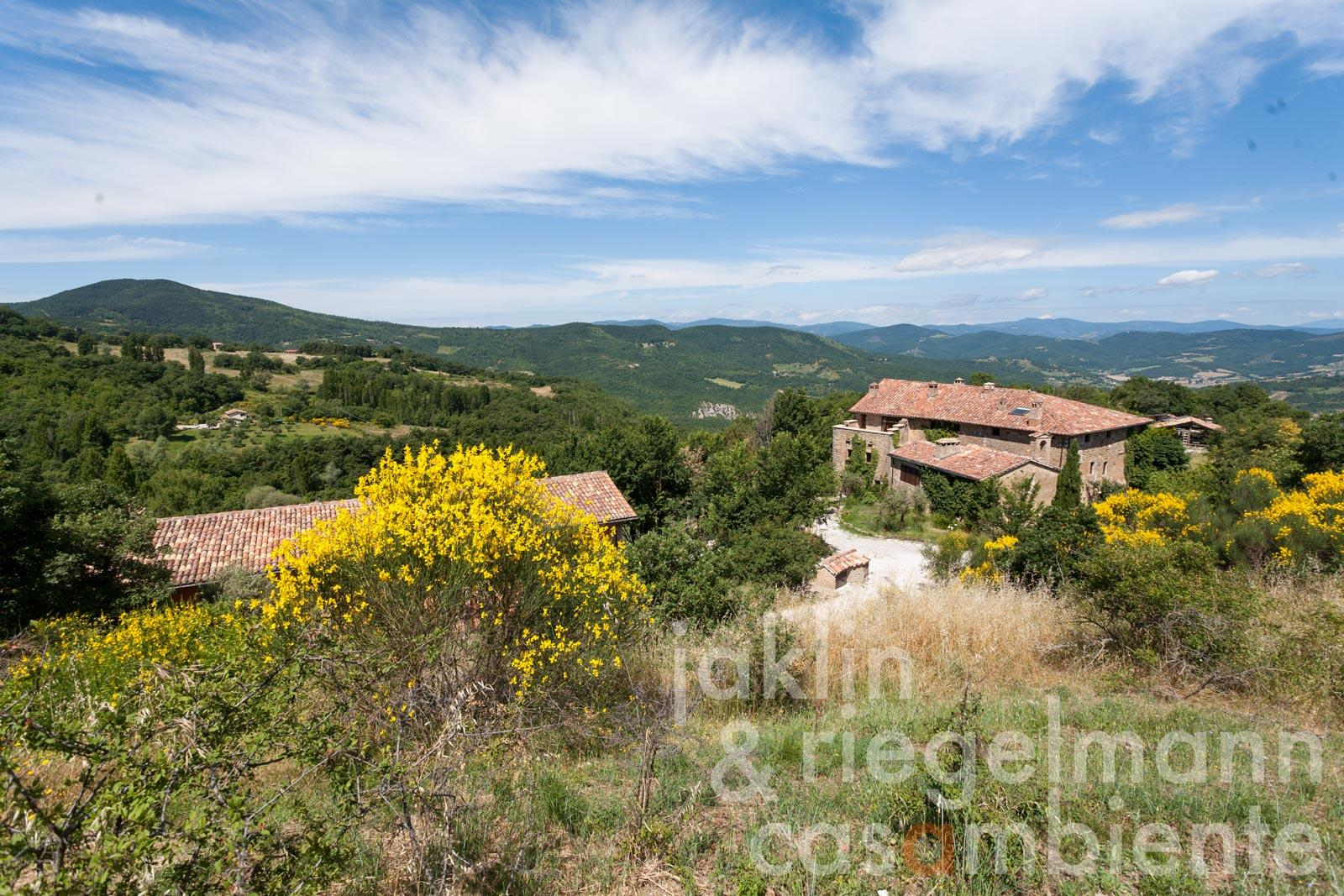 Retreat with 12 bedrooms in the Umbrian mountains