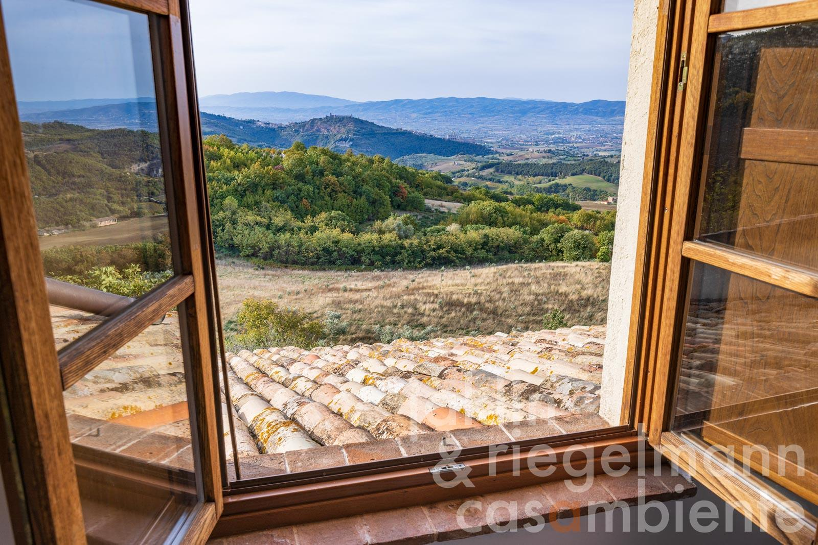 Agriturismo with panoramic views over Asisi in Umbria