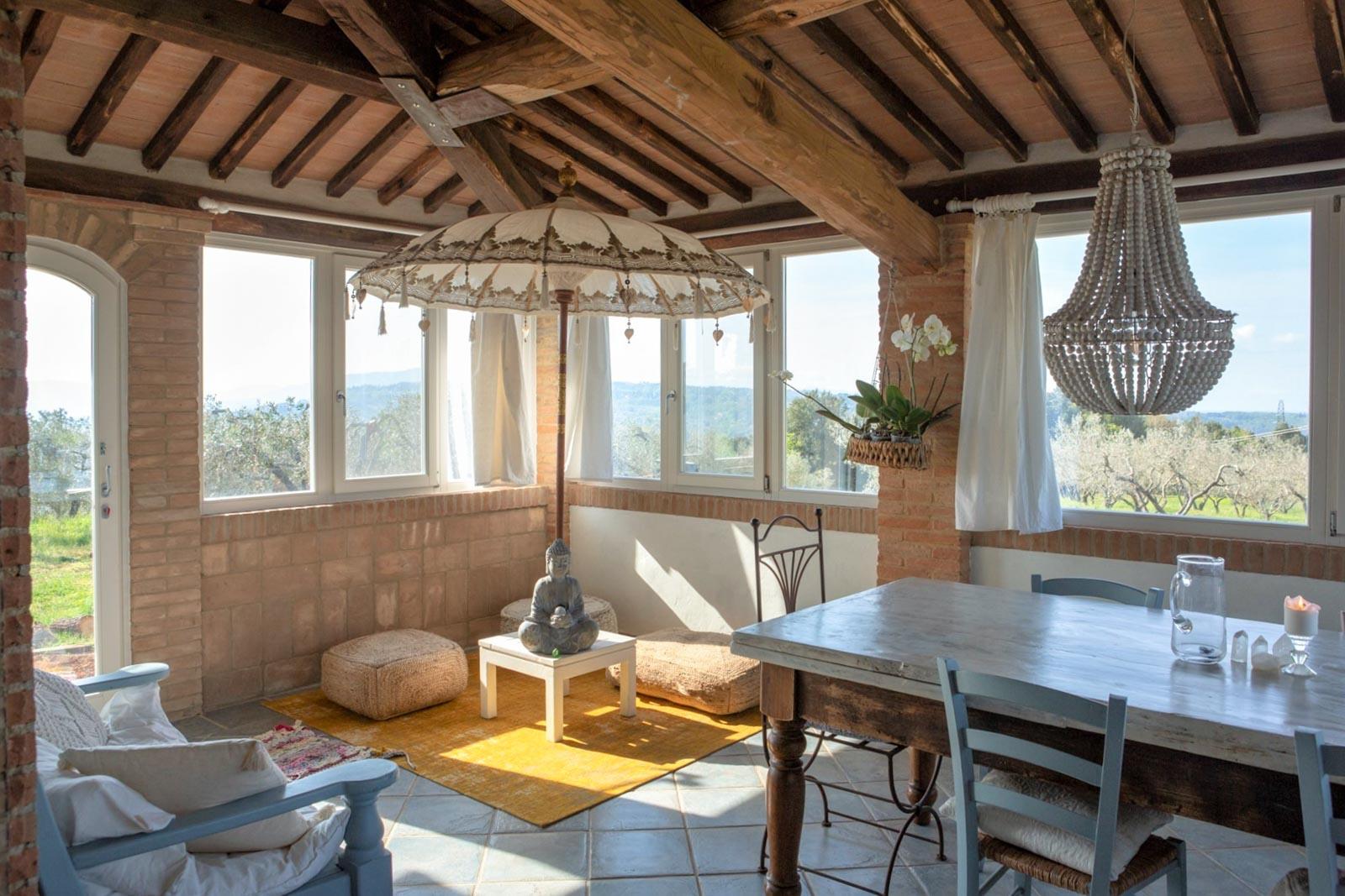 Schmuckes Haus mit Veranda und Meerblick bei Riparbella in der Toskana