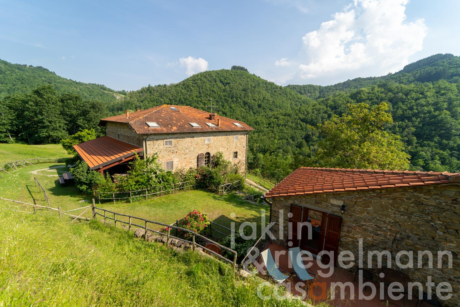 Estate with agriturismo in the UNESCO-Casentino National Pa