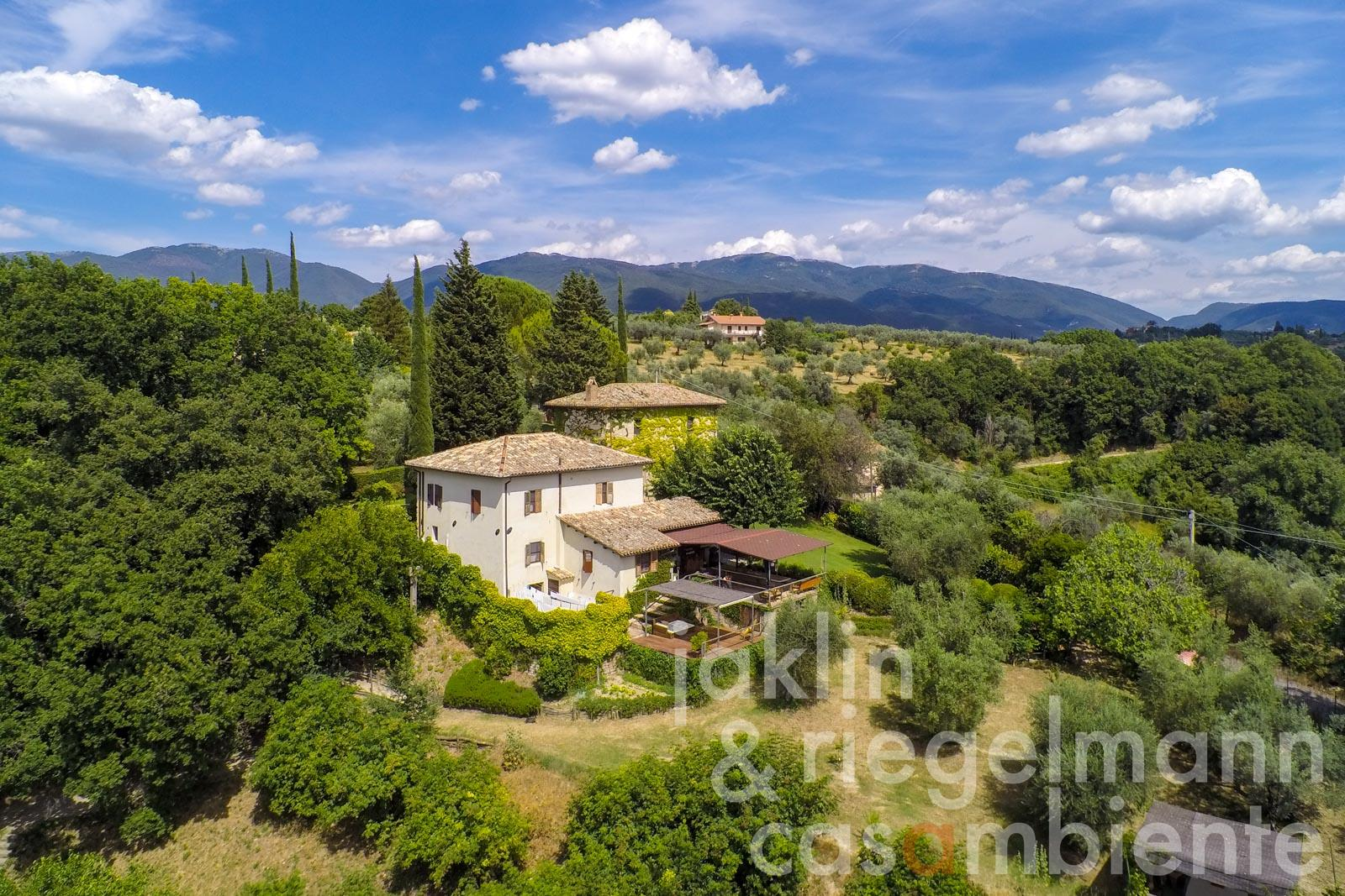 Esclusivo e suggestivo yoga residence in vendita sulle colline della Sabina vicino a Roma