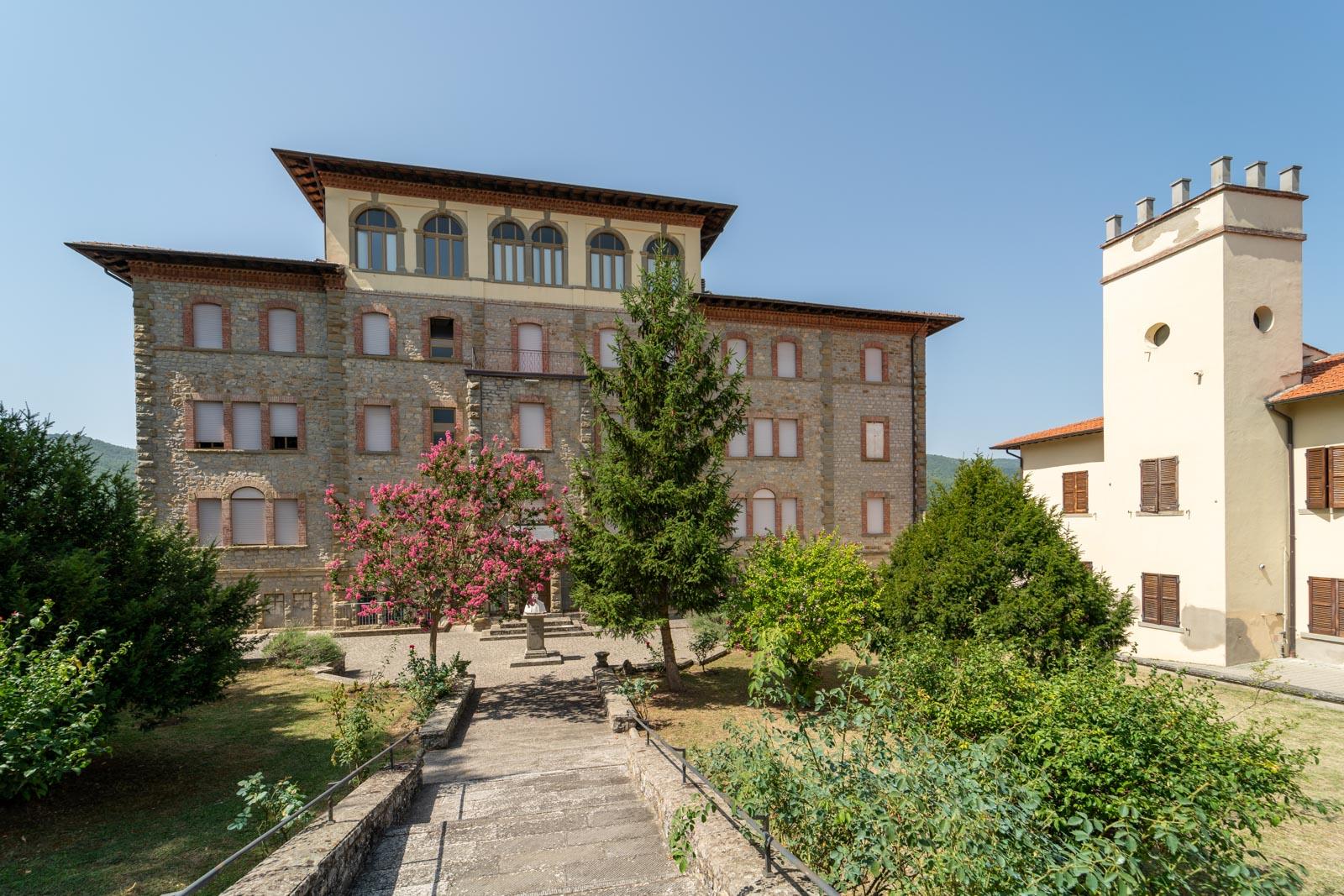 Gästehaus mit 35 Schlafzimmern und Garten im Casentino