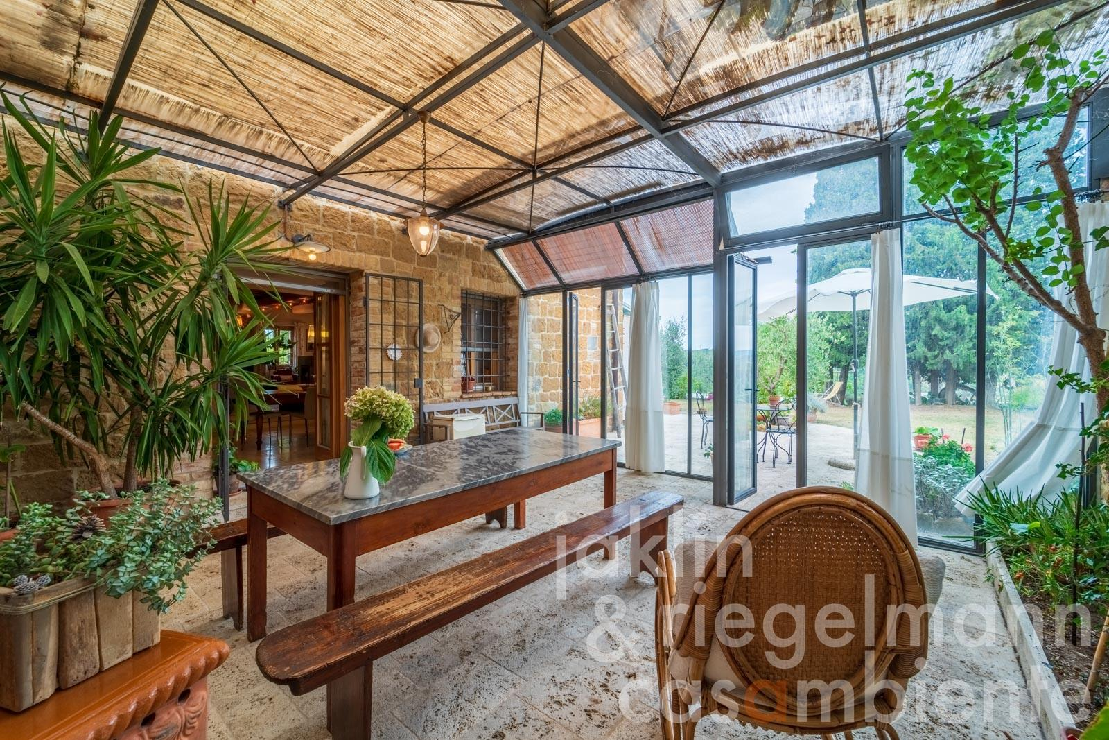 Country house with guest house and pool near Pienza overlooking the Val d'Orcia
