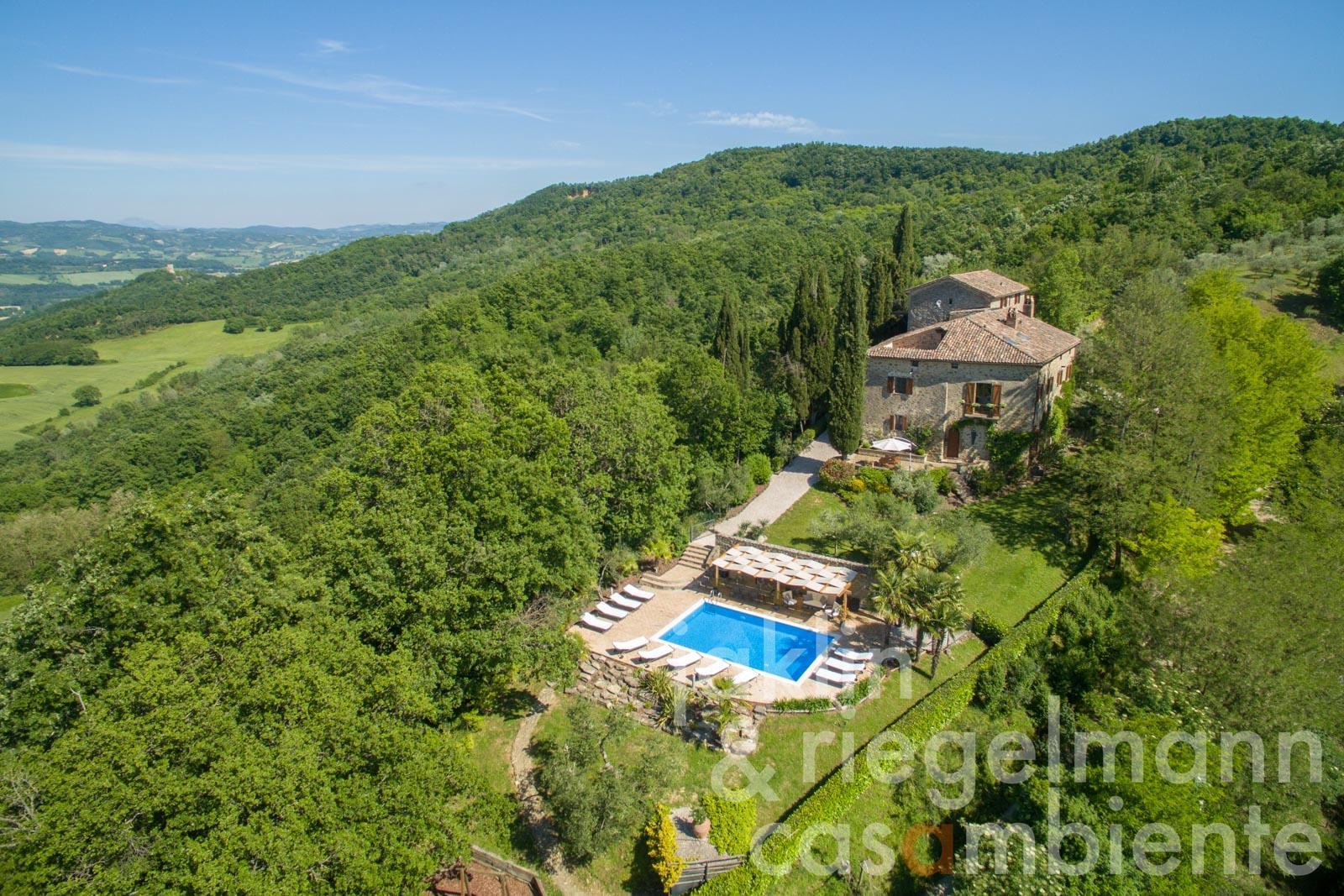 Impressive property with magnificent views overlooking the Tiber Valley and the hilltop town of Montone in Umbria