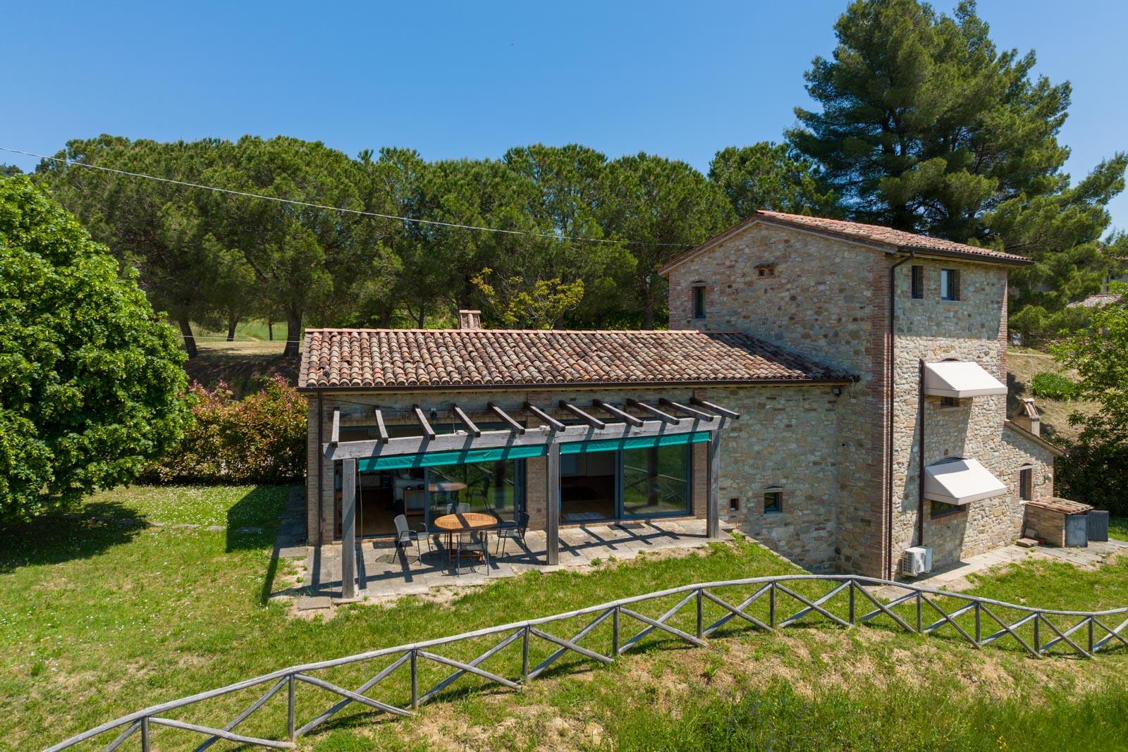 Restored former tobacco barn in a peaceful location with breathtaking views near Città di Castello