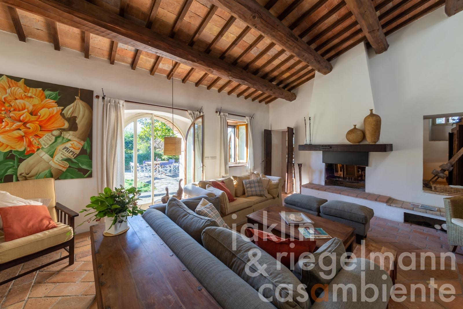 Former water mill with 6 bedrooms, swimming pool and tennis court near Todi in Umbria