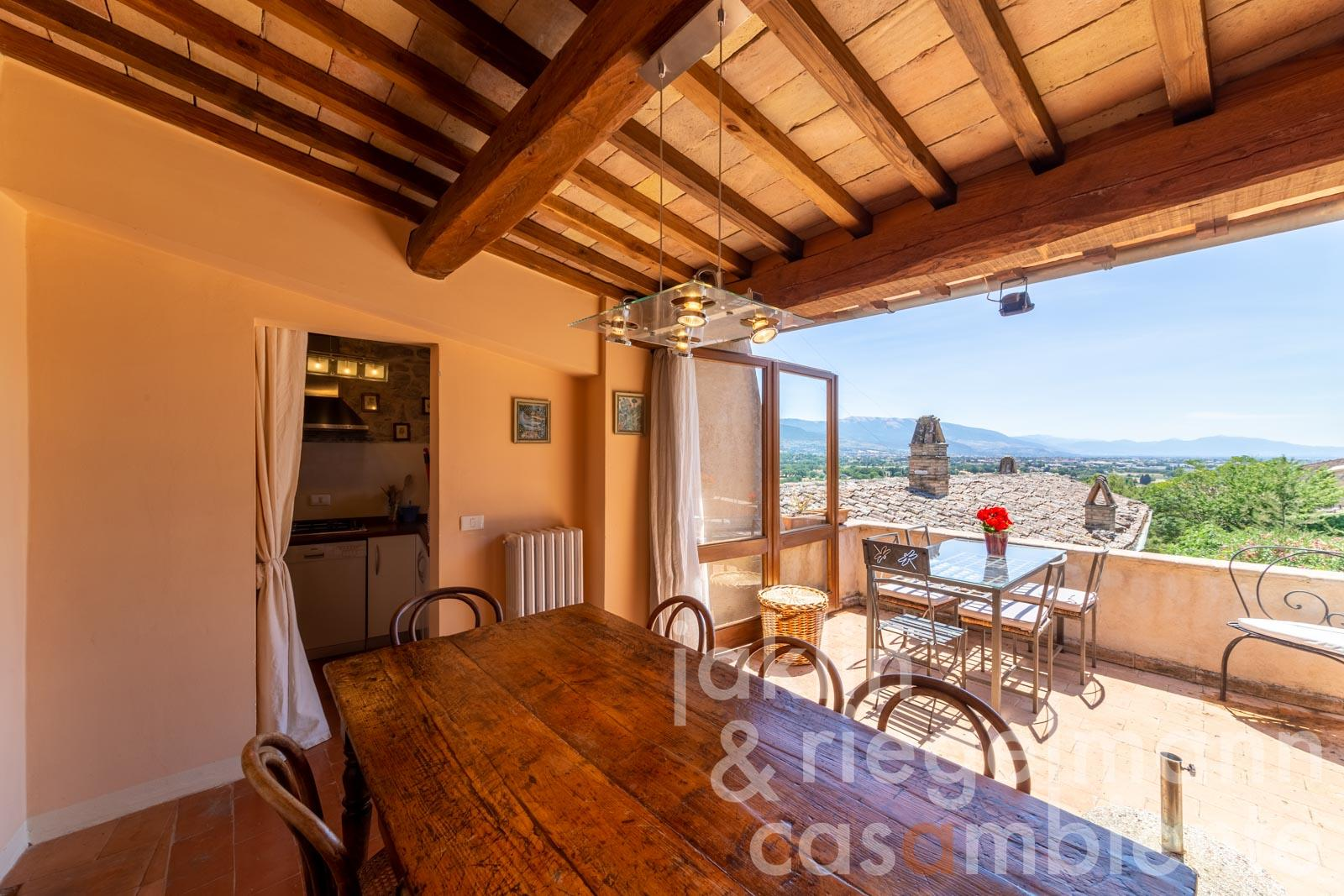 Completely restored town house with large terrace in the historical centre of Spello