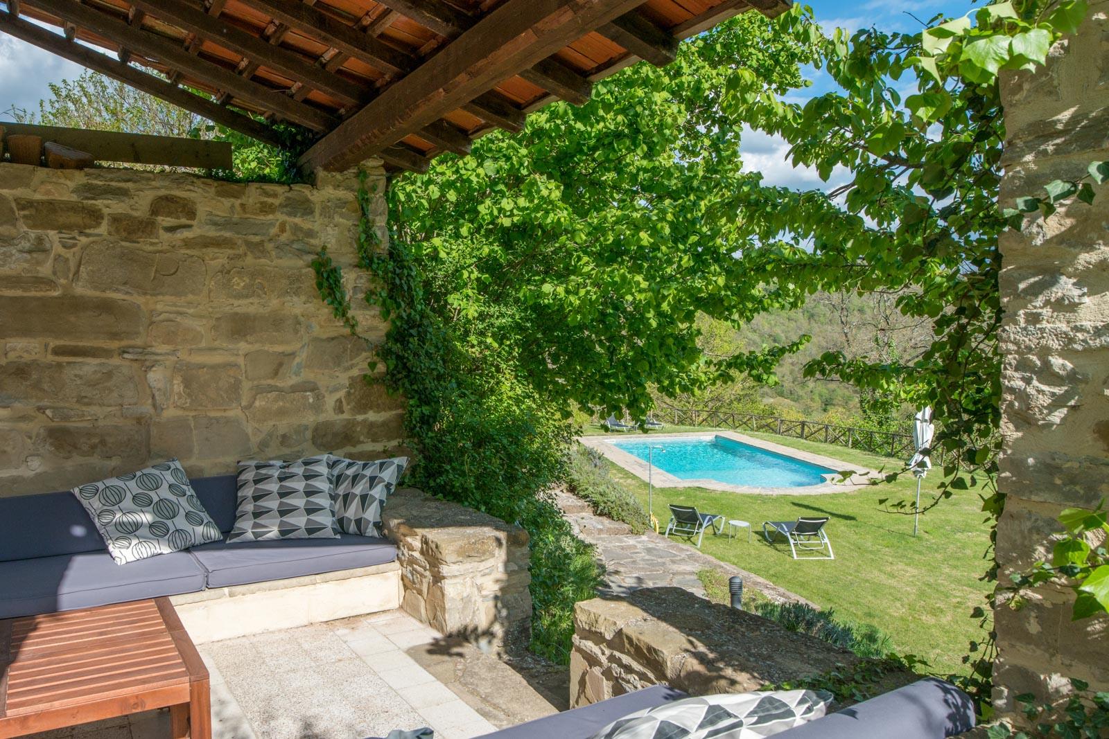 Lussuosa villa splendidamente ristrutturata con piscina, campo da tennis, area benessere e 2 ettari di terreno