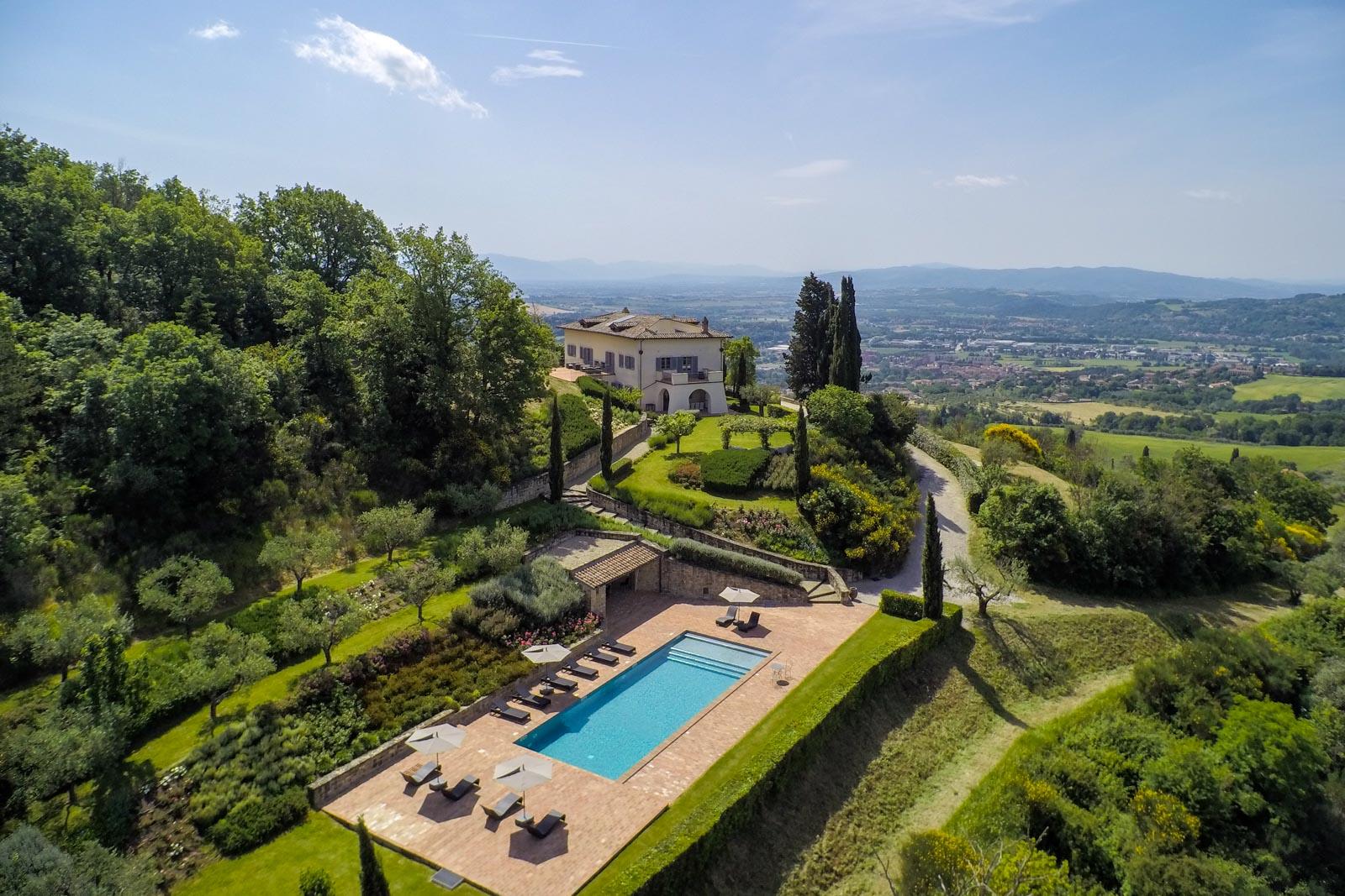 Villa esclusiva con piscina, centro benessere e vista panoramica vicino a Perugia in Umbria