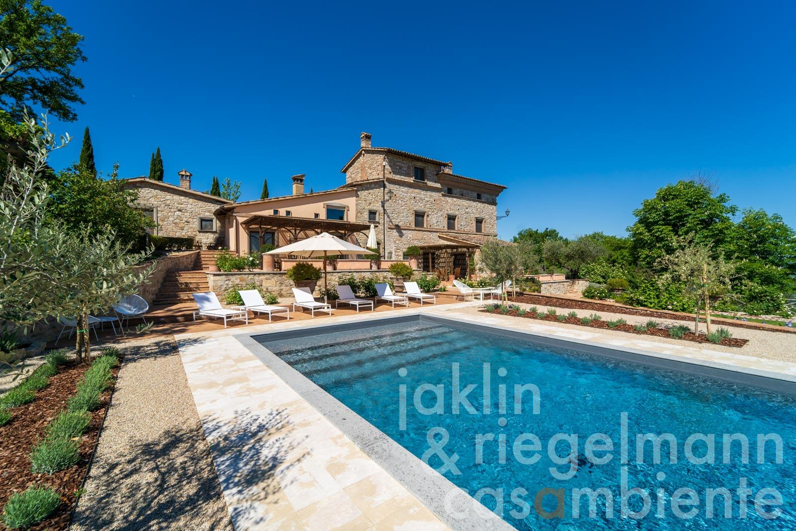 Restored ancient convent with Roman watch tower, panoramic pool and 12 ha of land at the edge of Todi in Umbria
