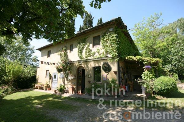 The Tuscan winery for sale with organic wine production, country house and annexe close to San Gimignano
