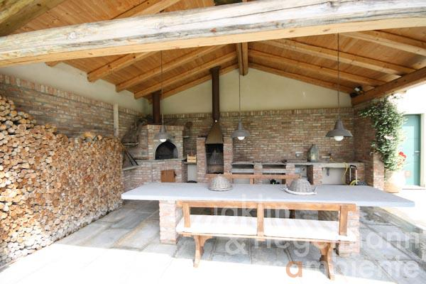 The covered veranda with wood-fired oven and barbecue