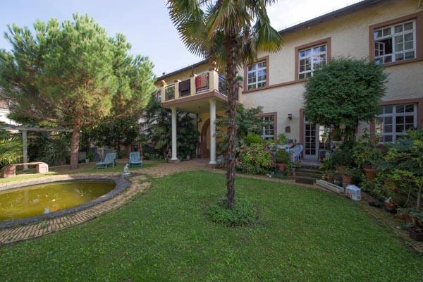 Der mediterrane Garten des Anwesens