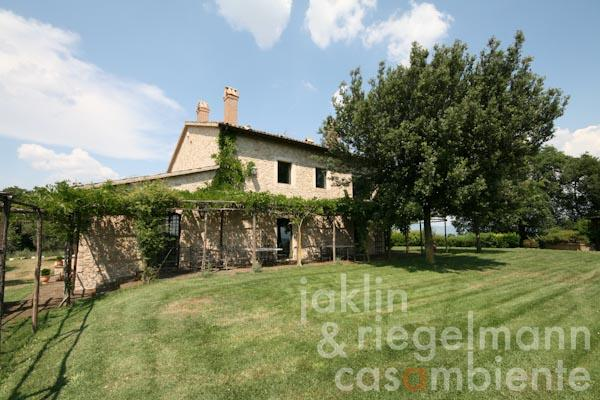 La casa di campagna con la terrazza della zona giorno